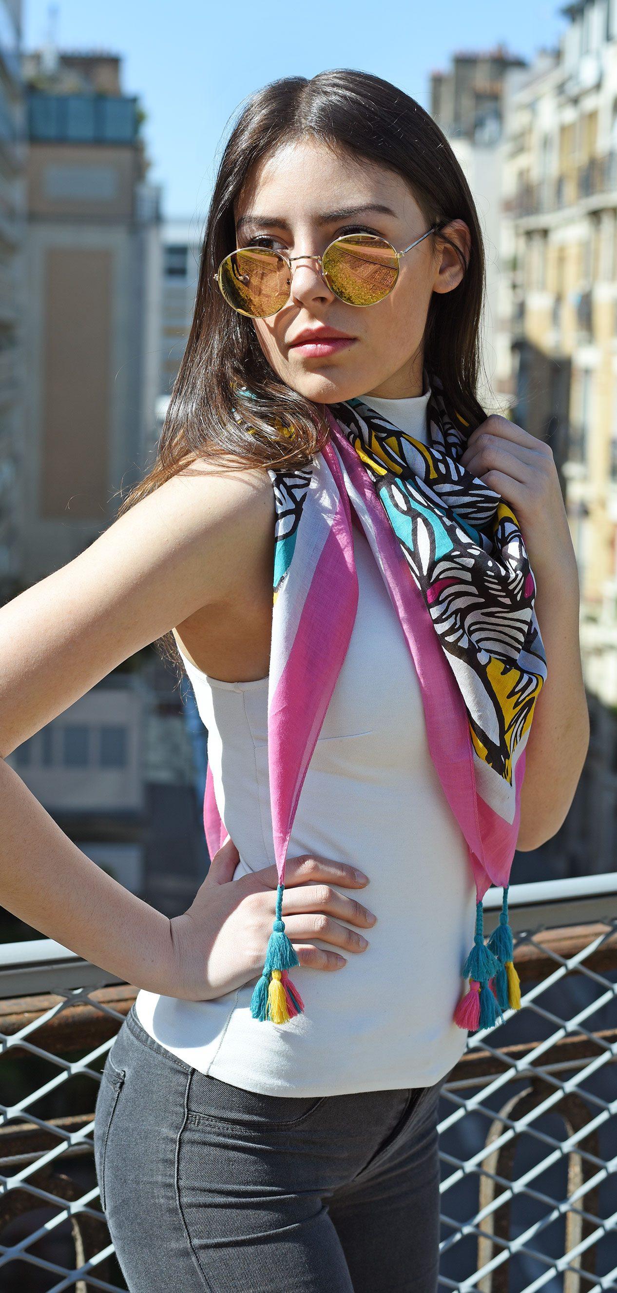 http://lookbook.allee-du-foulard.fr/wp-content/uploads/2018/05/0662-ADF-Accessoires-de-mode-LB-Coll-ethnique-valoa-rose-2-1-1266x2650.jpg