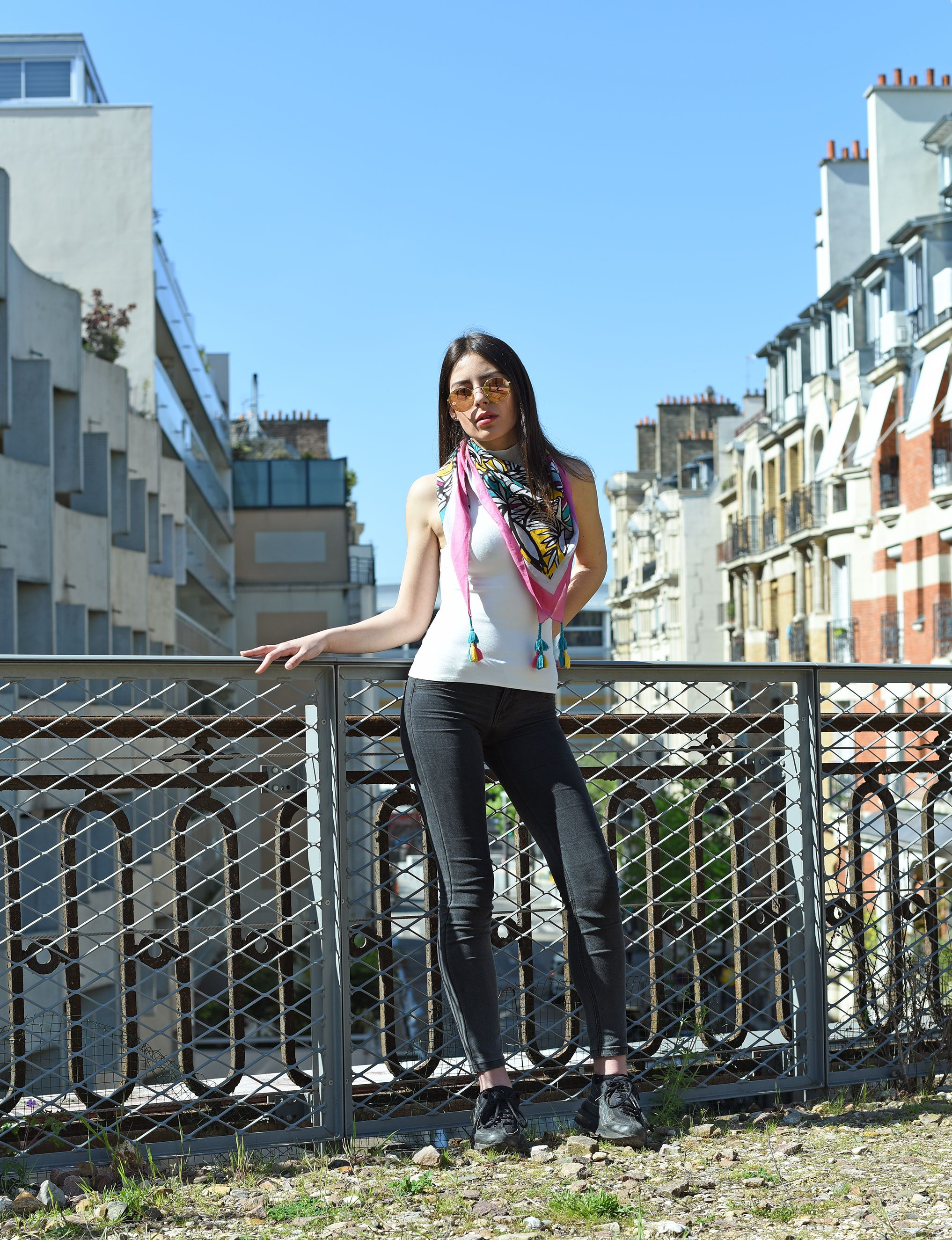 http://lookbook.allee-du-foulard.fr/wp-content/uploads/2018/05/0662-ADF-Accessoires-de-mode-LB-Coll-ethnique-valoa-rose-3-1-2034x2650.jpg