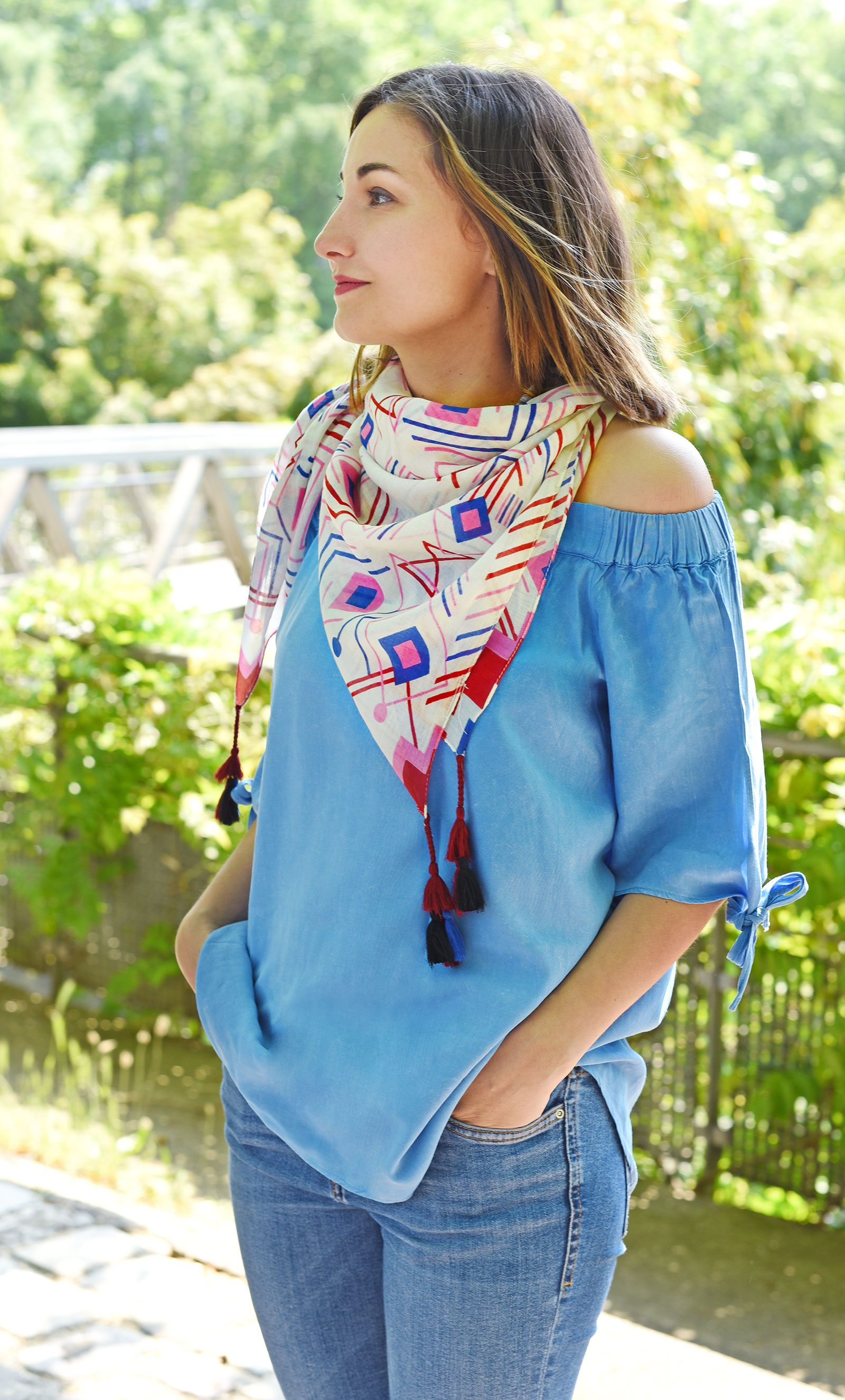 http://lookbook.allee-du-foulard.fr/wp-content/uploads/2018/06/0679-ADF-Accessoires-de-mode-LB-Coll_geometrique-chiapa-rouge-1-1600x2650.jpg