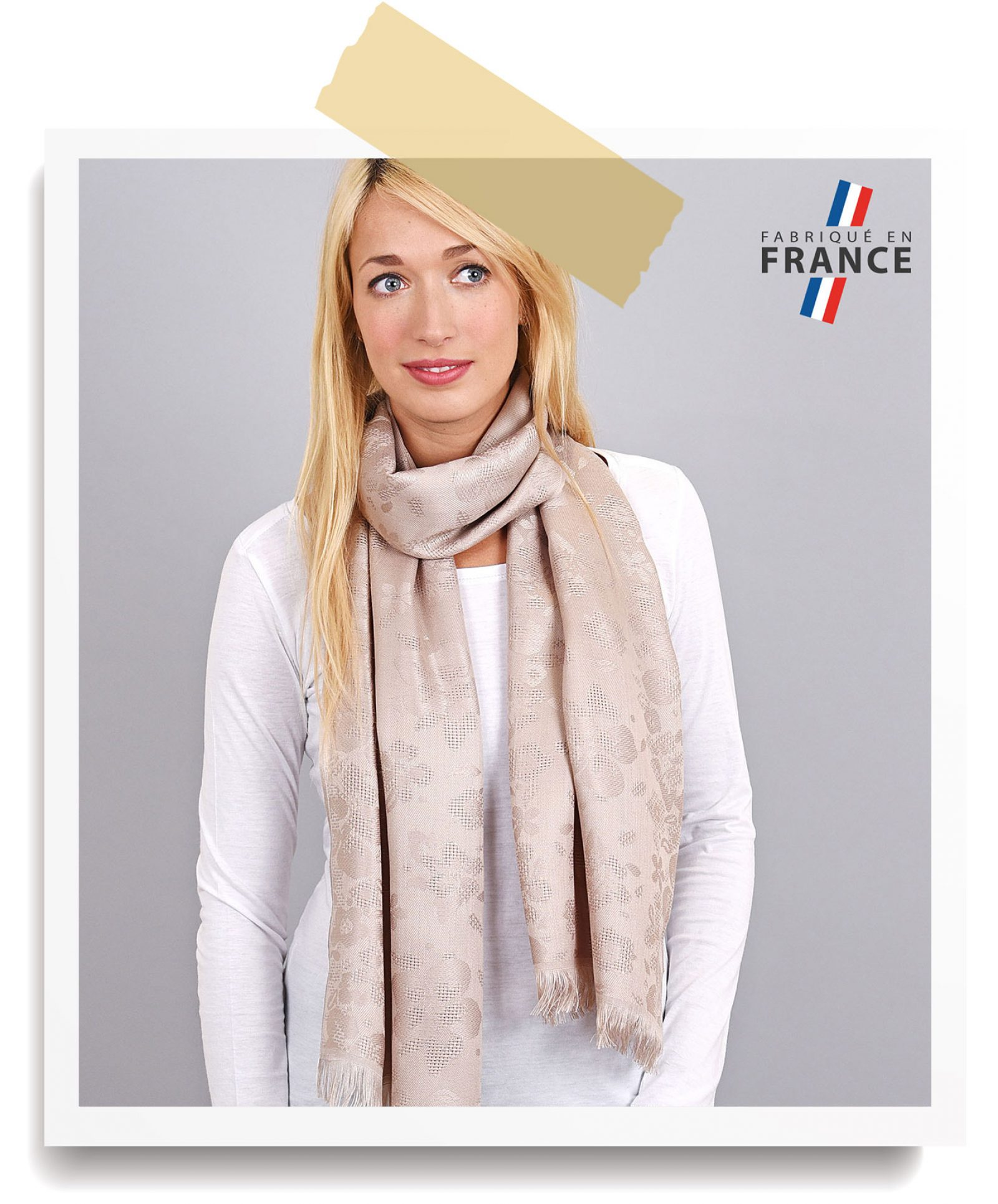 http://lookbook.allee-du-foulard.fr/wp-content/uploads/2018/06/0680-ADF-Accessoires-de-mode-LB-Soldes-Ete-echarpe-bauduen-1600x1930.jpg