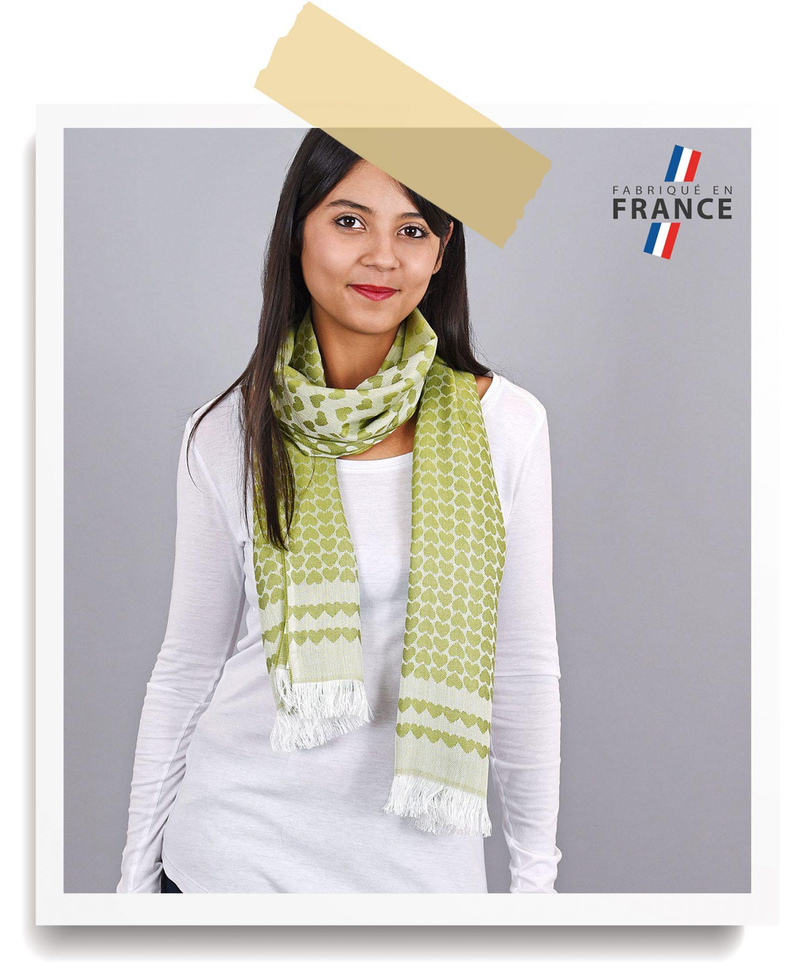 http://lookbook.allee-du-foulard.fr/wp-content/uploads/2018/06/0680-ADF-Accessoires-de-mode-LB-Soldes-Ete-echarpe-gadagne-1600x1930.jpg