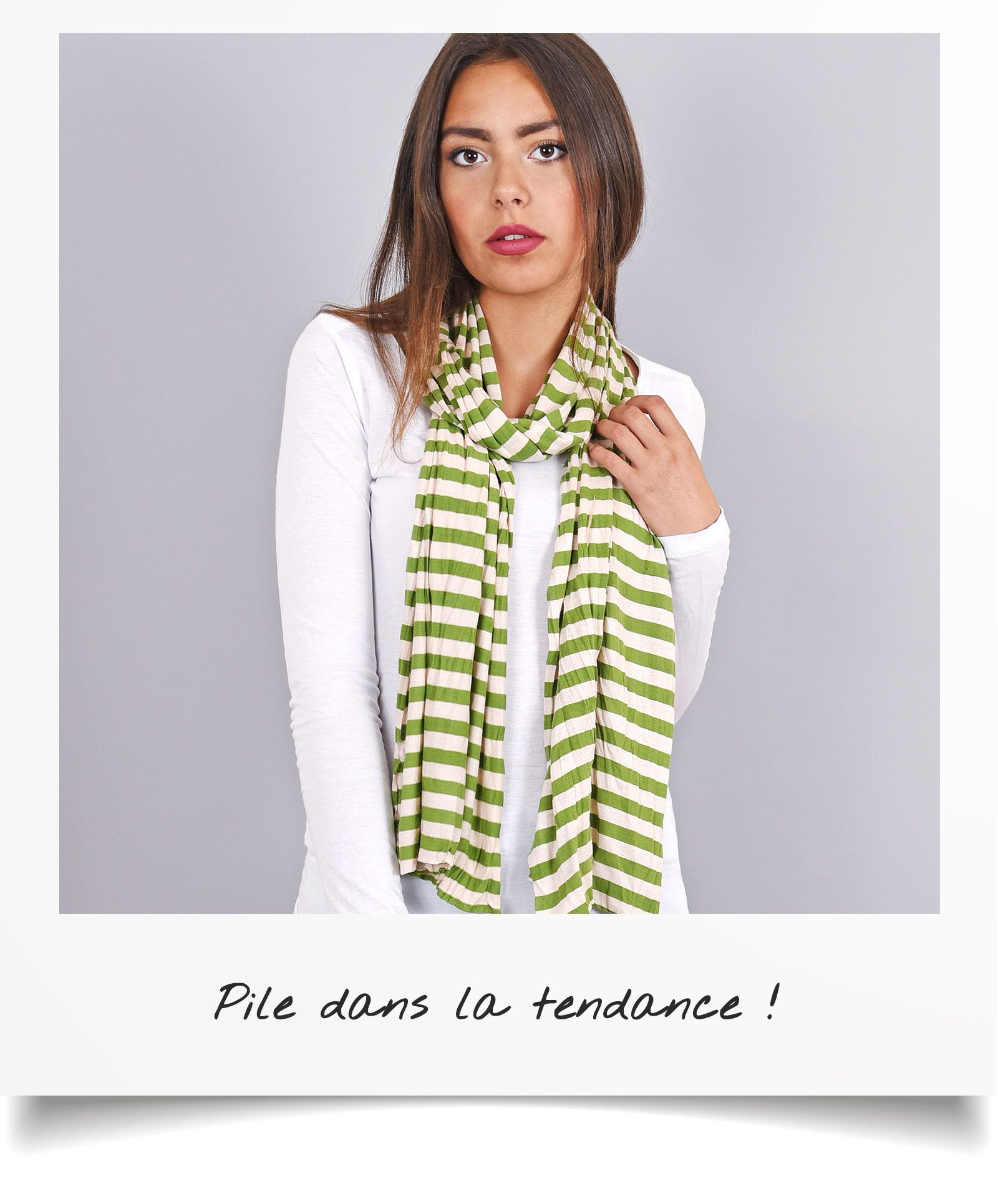 http://lookbook.allee-du-foulard.fr/wp-content/uploads/2018/06/0680-ADF-Accessoires-de-mode-LB-Soldes-Ete-echarpe-rayure-1600x1930.jpg