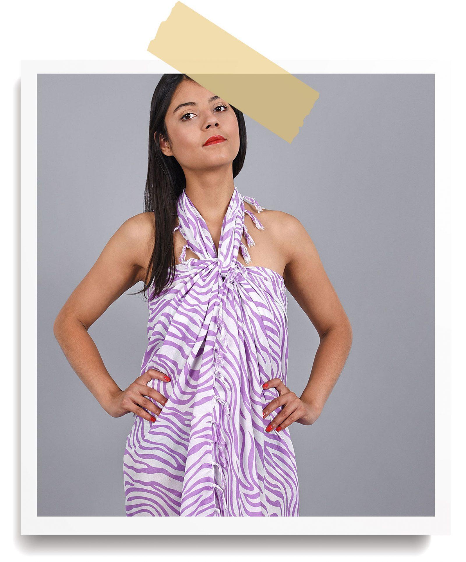 http://lookbook.allee-du-foulard.fr/wp-content/uploads/2018/06/0680-ADF-Accessoires-de-mode-LB-Soldes-Ete-pareo-zebre-1600x1930.jpg