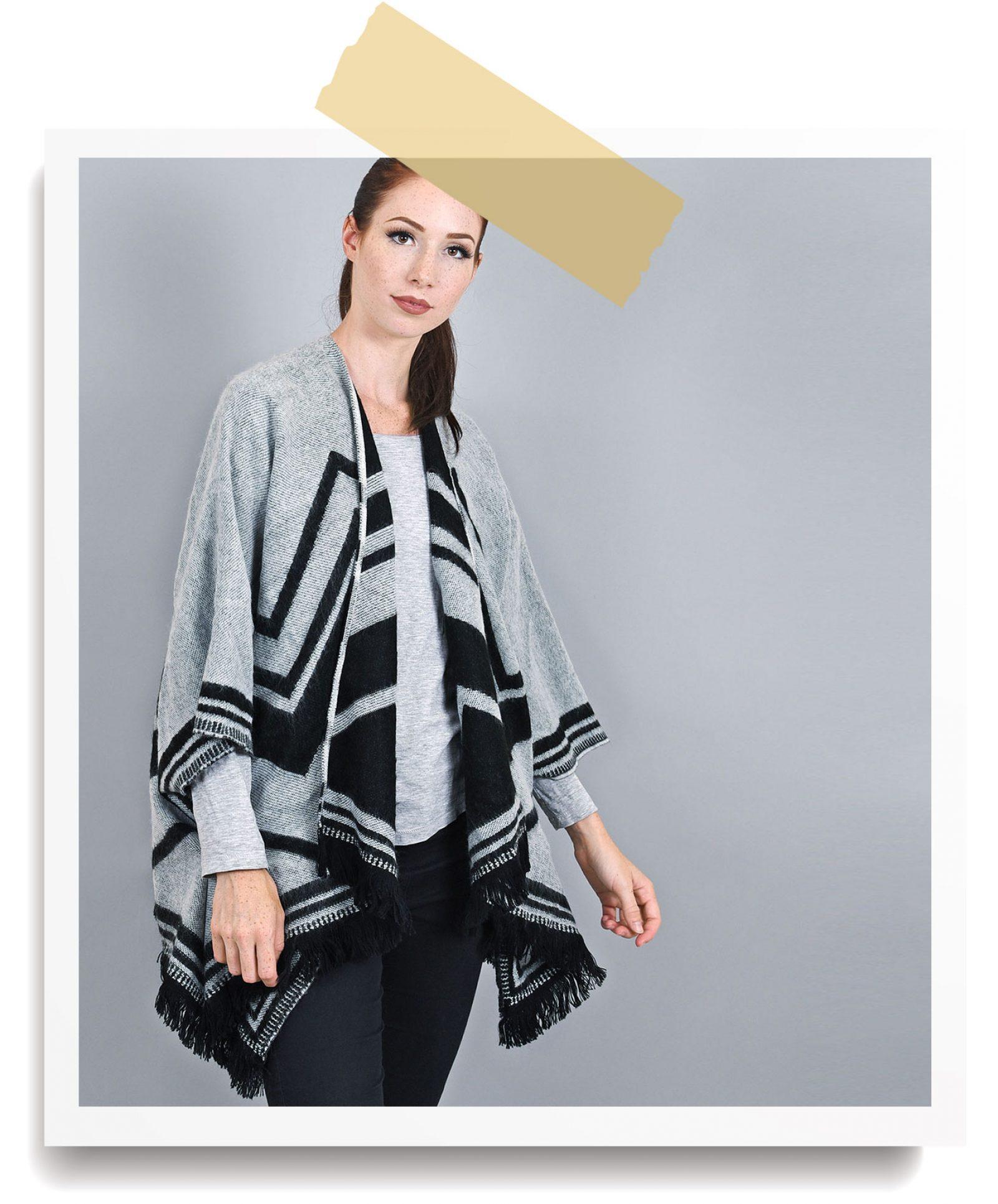 http://lookbook.allee-du-foulard.fr/wp-content/uploads/2018/06/0680-ADF-Accessoires-de-mode-LB-Soldes-Ete-poncho-chol-1600x1930.jpg