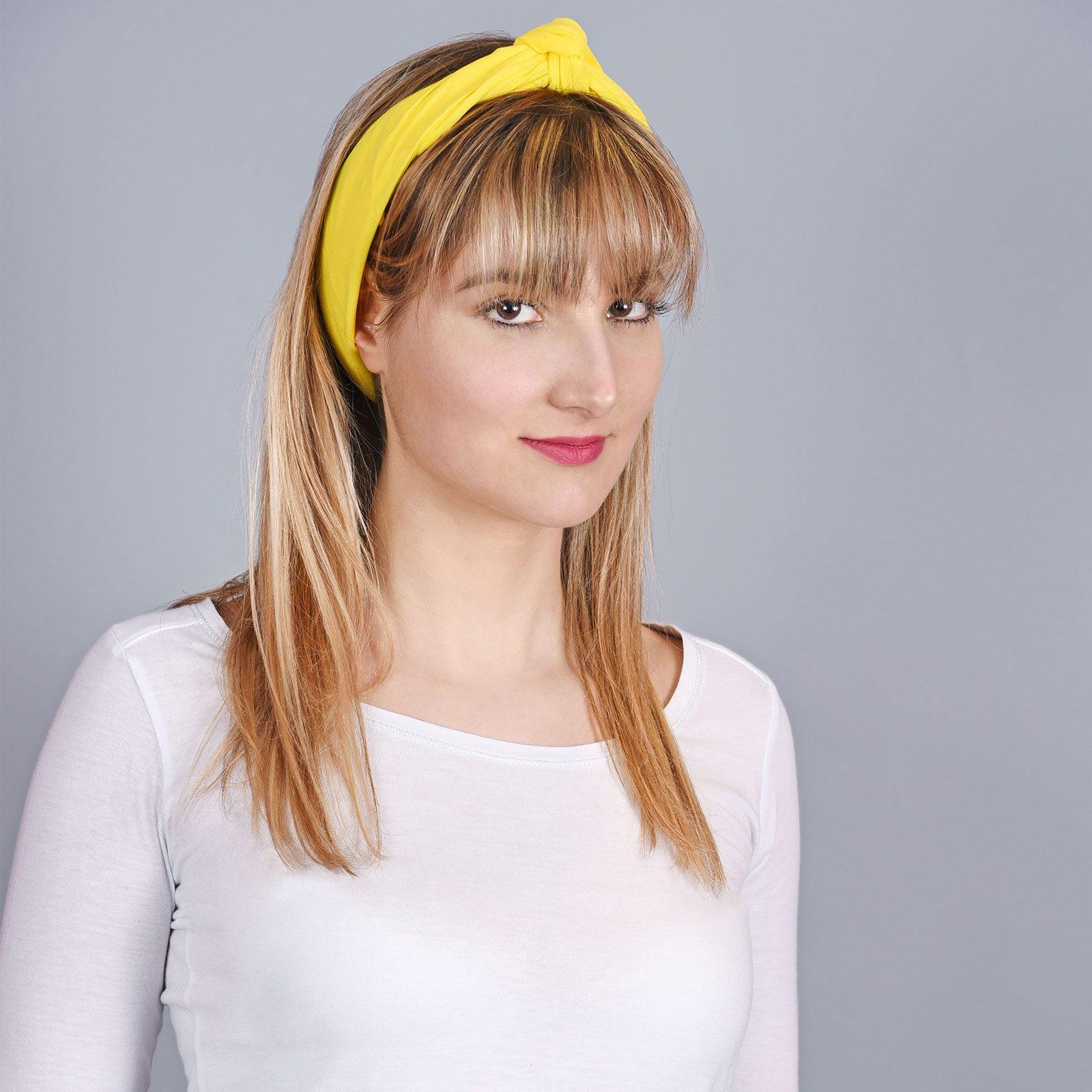 http://lookbook.allee-du-foulard.fr/wp-content/uploads/2018/06/AT-04301-VF16-2-bandana-jaune-uni-1600x1600.jpg