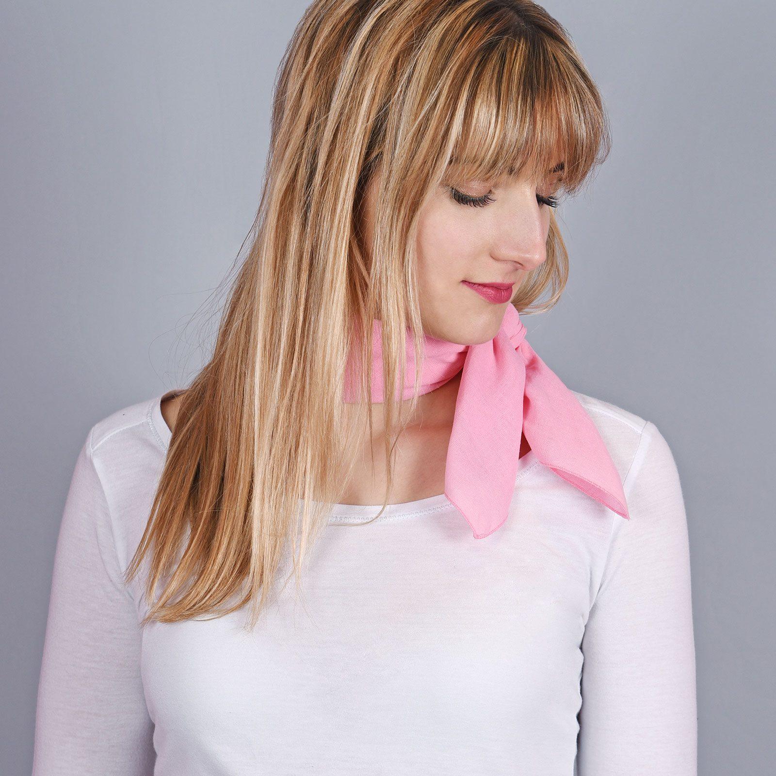 http://lookbook.allee-du-foulard.fr/wp-content/uploads/2018/06/AT-04302-VF16-1-bandana-coton-rose-1600x1600.jpg
