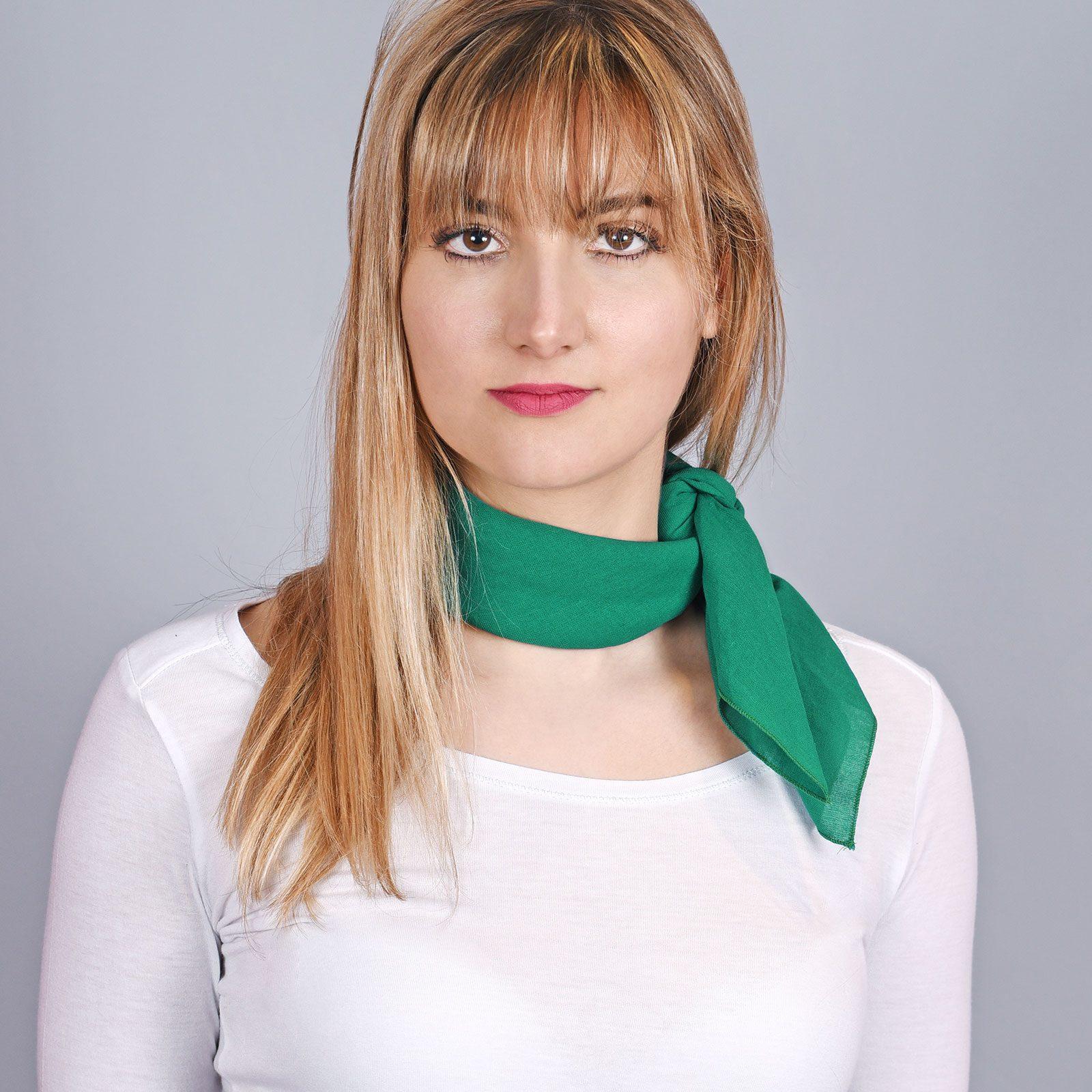 http://lookbook.allee-du-foulard.fr/wp-content/uploads/2018/06/AT-04303-VF16-1-foulard-bandana-vert-uni-1600x1600.jpg