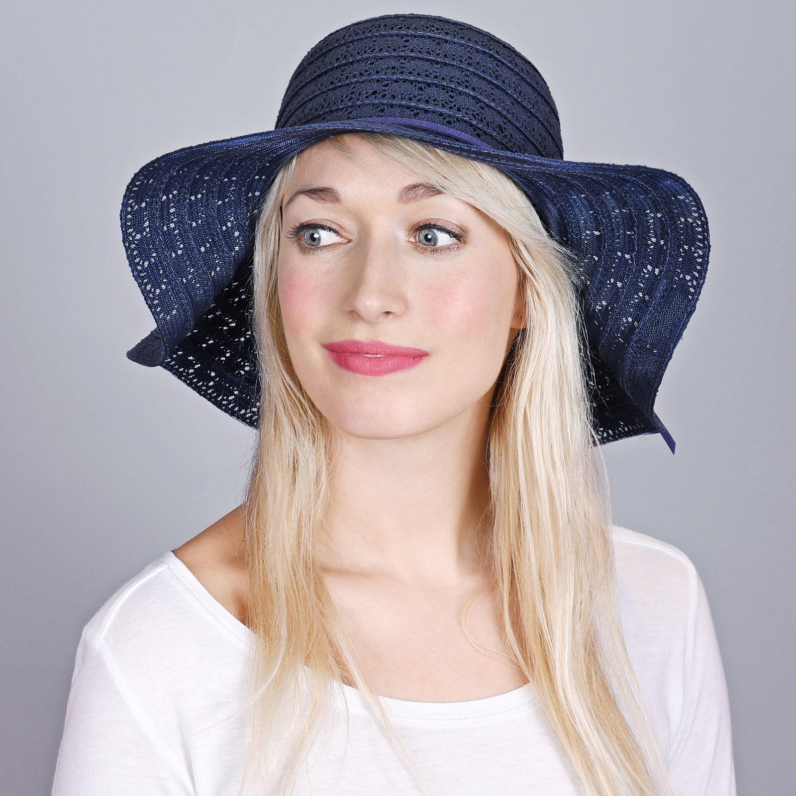 http://lookbook.allee-du-foulard.fr/wp-content/uploads/2018/06/CP-00893-VF16-1-chapeau-femme-bleu-marine-larges-bords-1600x1600.jpg