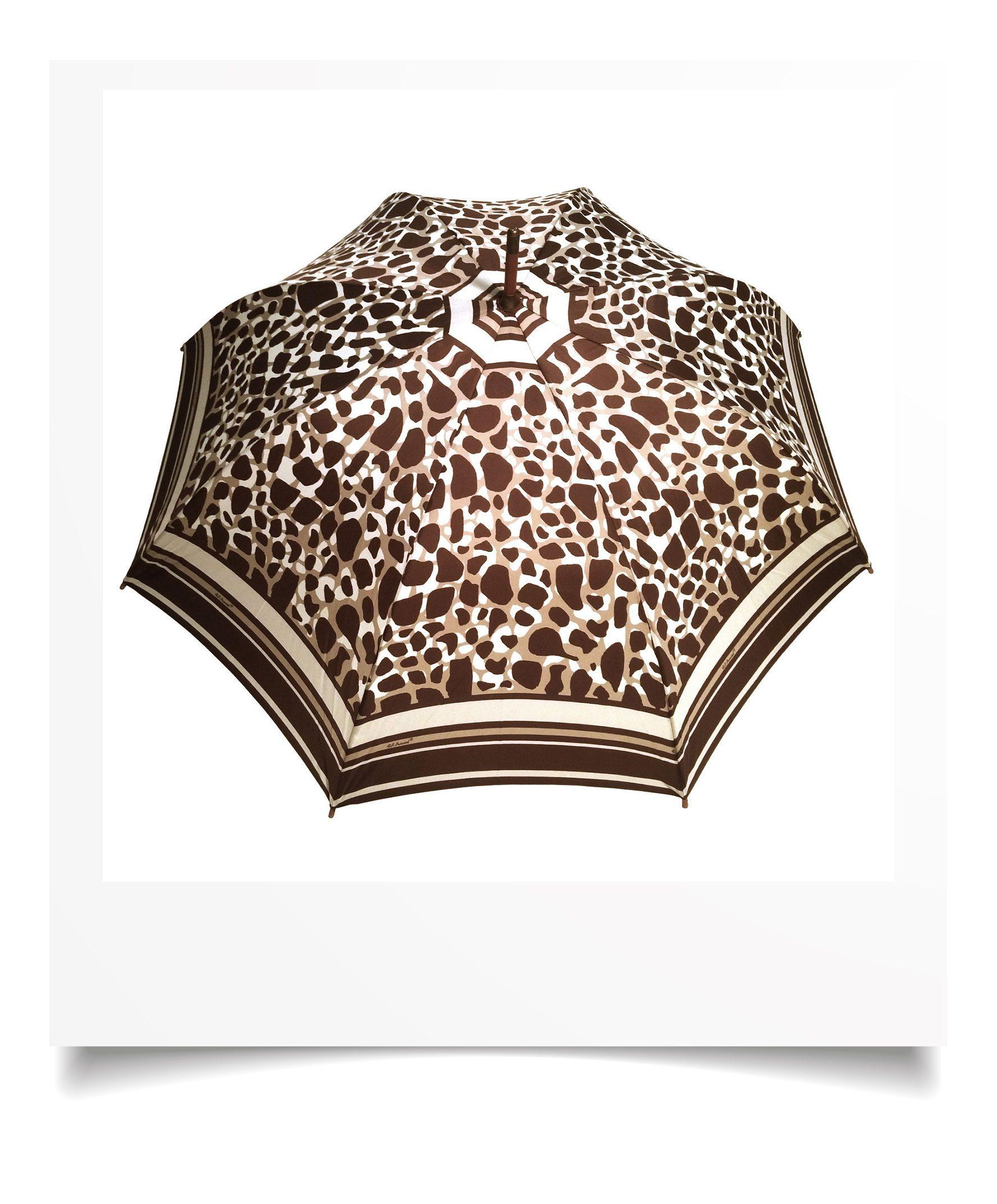 http://lookbook.allee-du-foulard.fr/wp-content/uploads/2018/09/0695-12-ADF-Accessoires-de-mode-LB-Selection_leopard-parapluie-leopard-marron-1776x2144.jpg