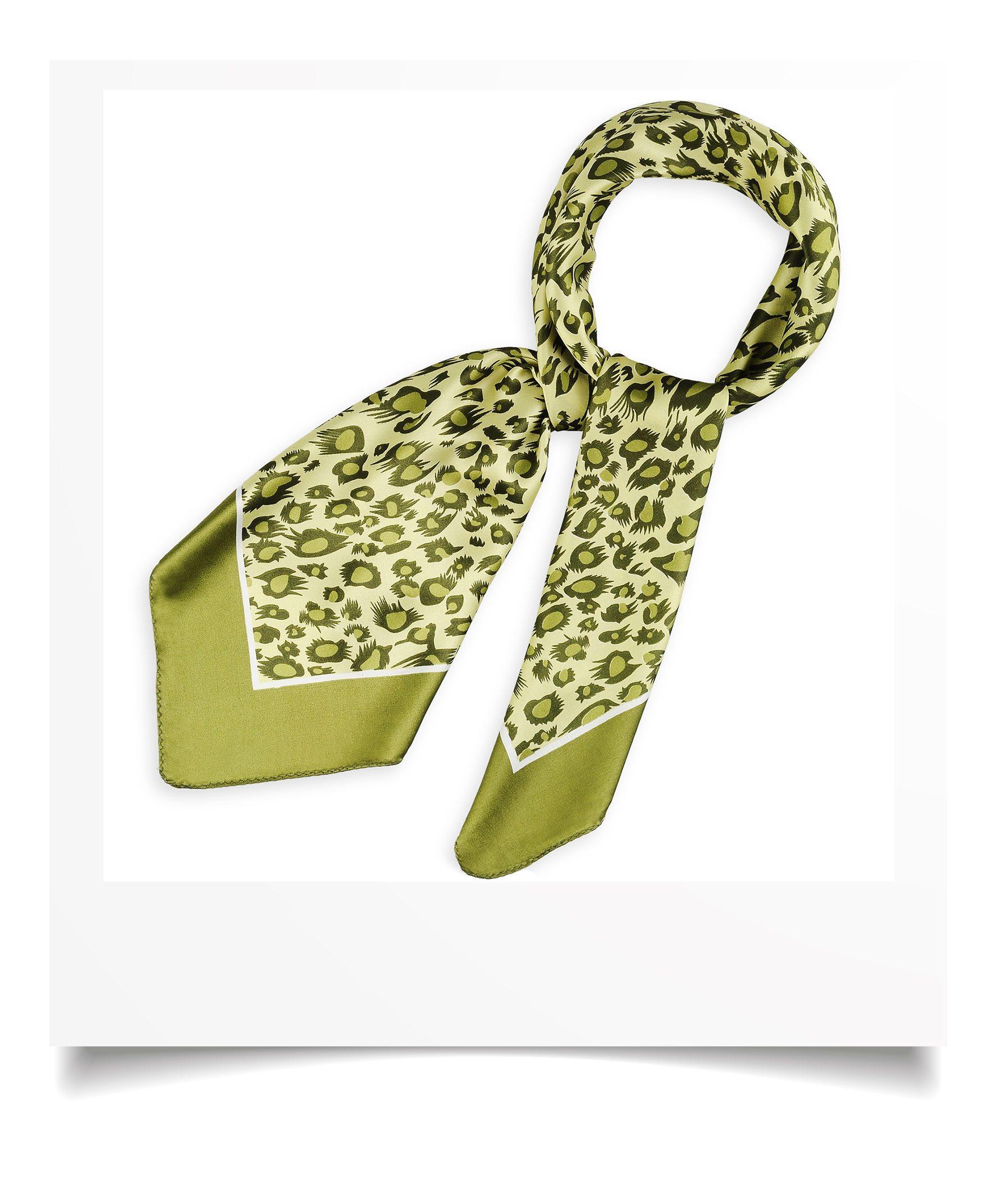 http://lookbook.allee-du-foulard.fr/wp-content/uploads/2018/09/0695-3-ADF-Accessoires-de-mode-LB-Selection_leopard-carre-polysatin-kaki-1776x2144.jpg