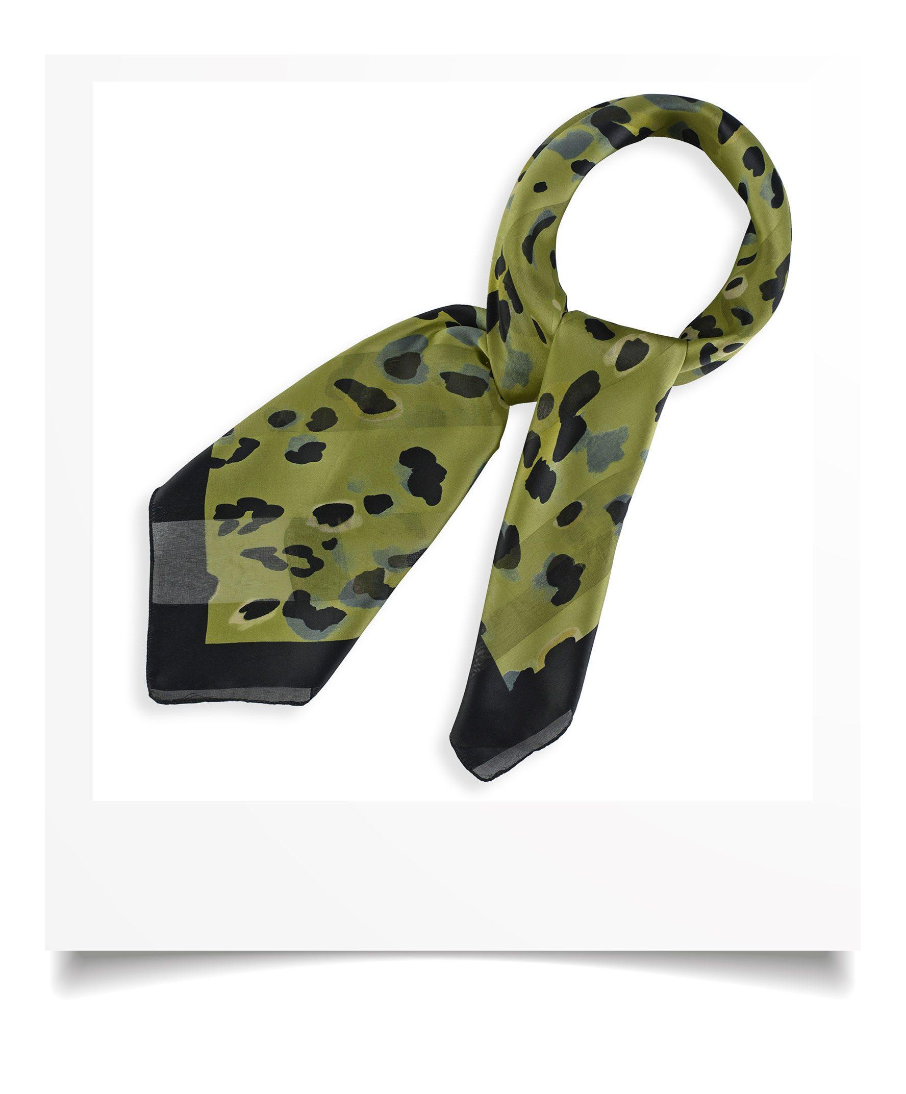 http://lookbook.allee-du-foulard.fr/wp-content/uploads/2018/09/0695-4-ADF-Accessoires-de-mode-LB-Selection_leopard-carre-mousseline-kaki-1776x2144.jpg