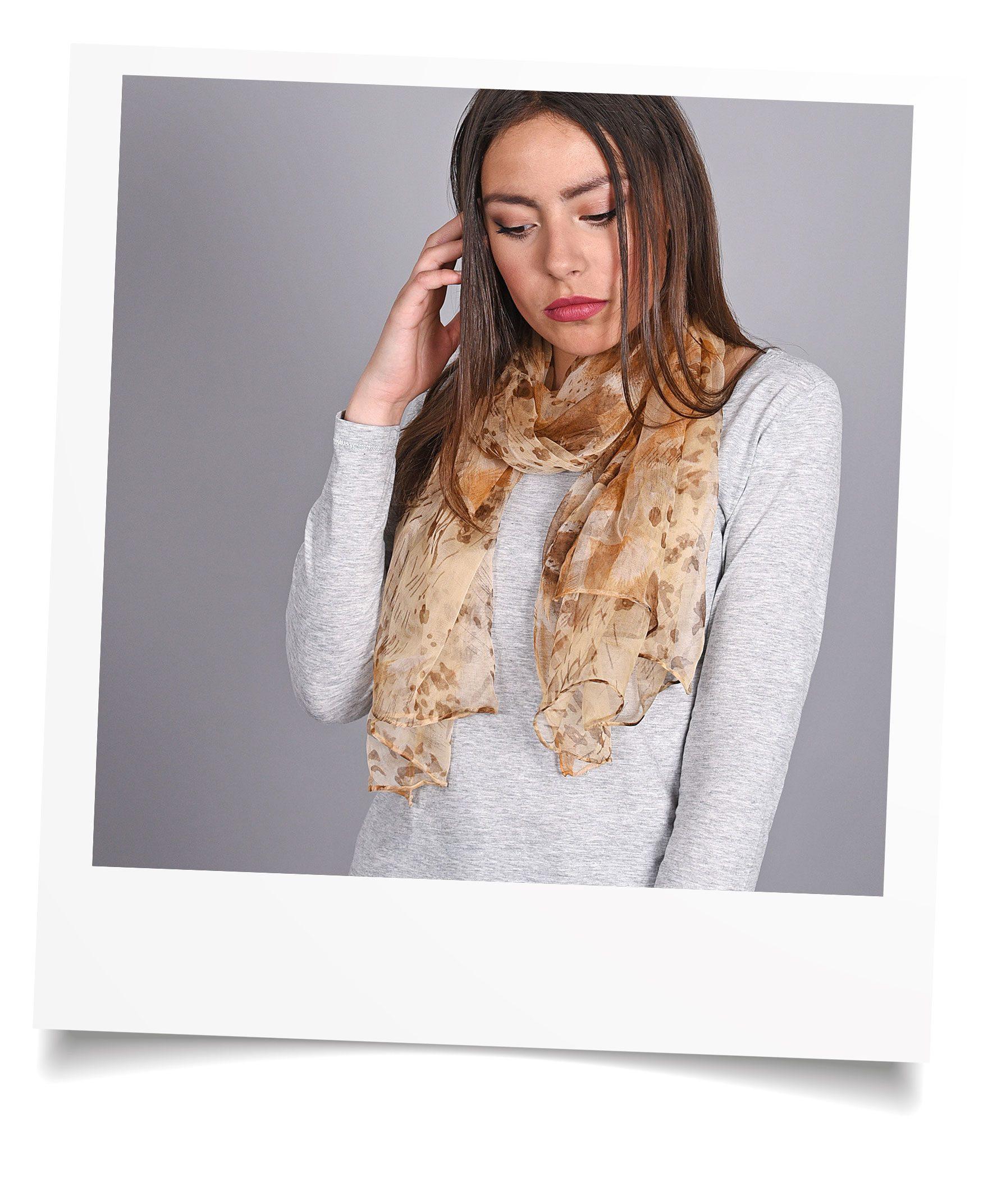 http://lookbook.allee-du-foulard.fr/wp-content/uploads/2018/09/0695-5-ADF-Accessoires-de-mode-LB-Selection_leopard-foulard-mousseline-marron-1776x2144.jpg