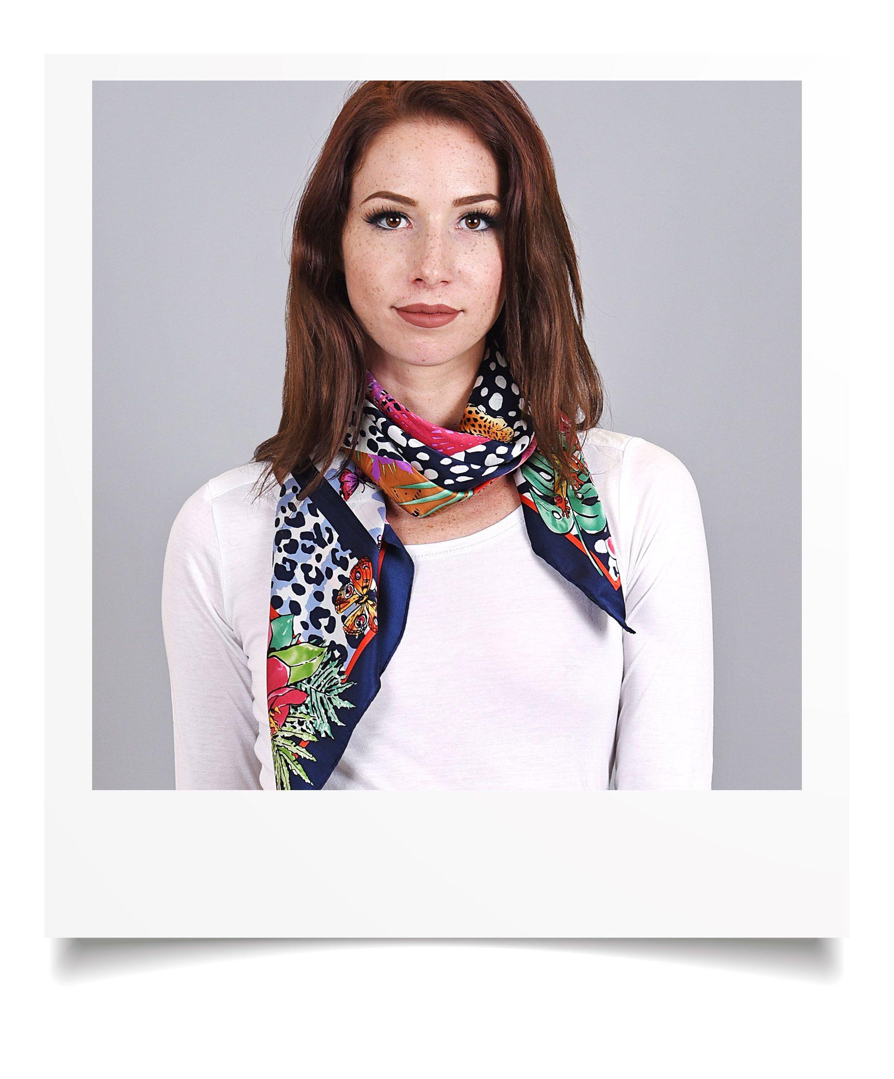http://lookbook.allee-du-foulard.fr/wp-content/uploads/2018/09/0695-8-ADF-Accessoires-de-mode-LB-Selection_leopard-carre-soie-tigre-1776x2144.jpg