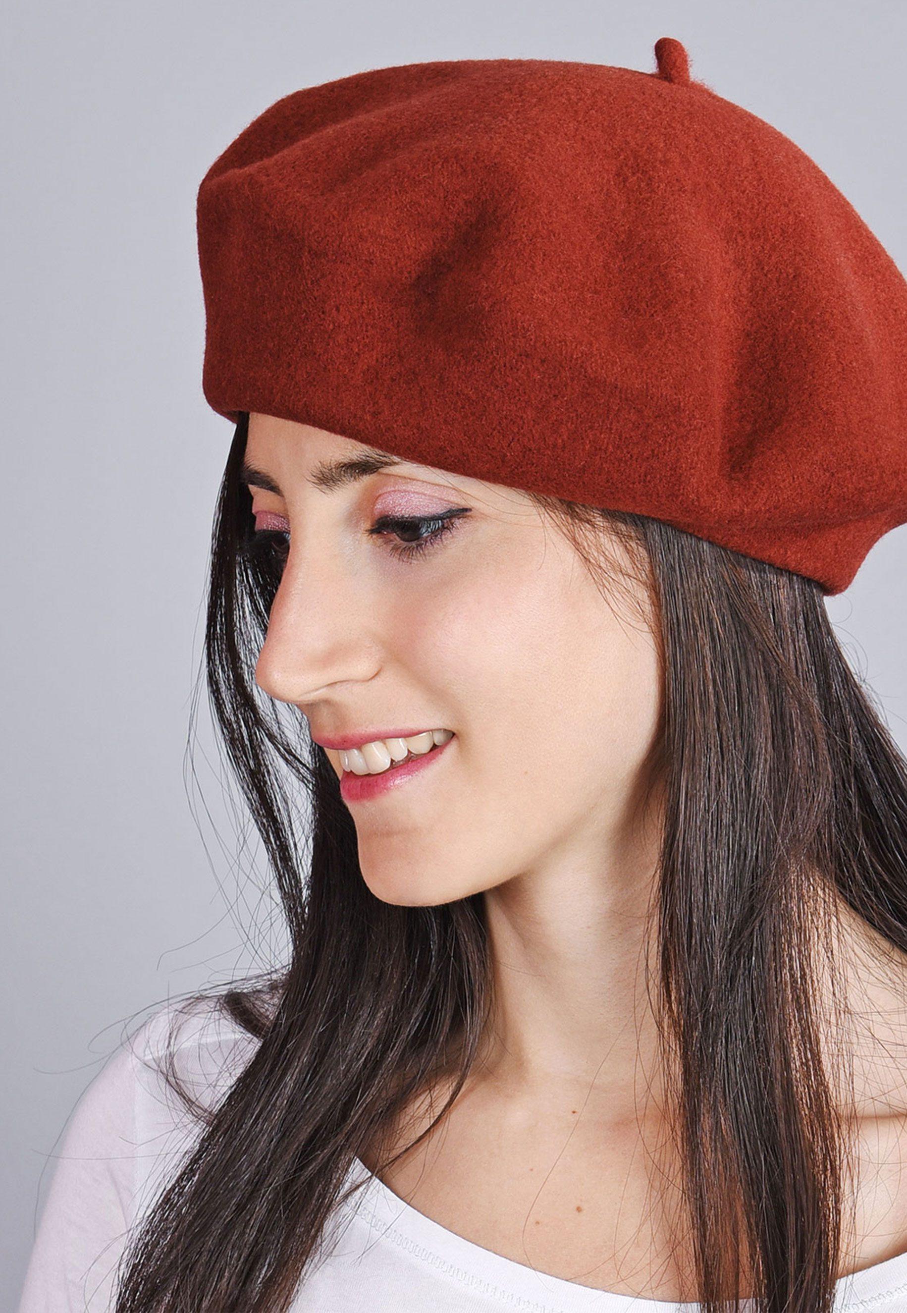 http://lookbook.allee-du-foulard.fr/wp-content/uploads/2018/09/0699-ADF-Accessoires-de-mode-LB-Colorama-automne-Produit-Beret_yva-1831x2650.jpg
