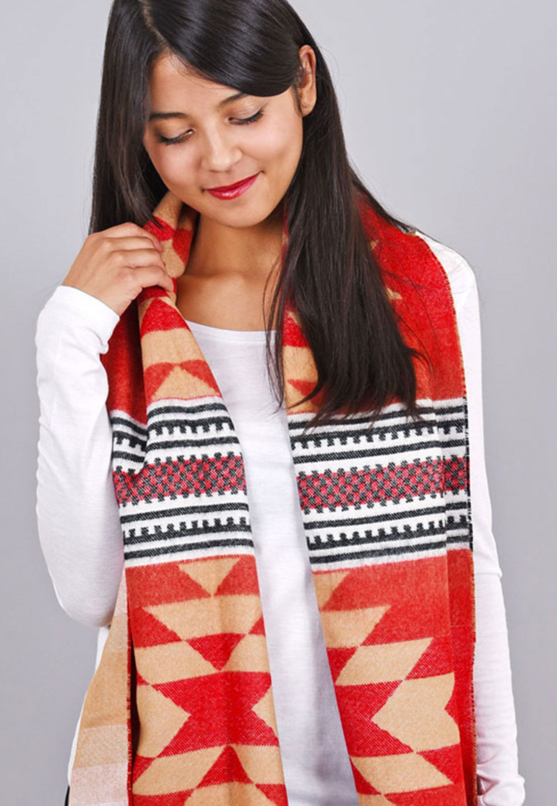 http://lookbook.allee-du-foulard.fr/wp-content/uploads/2018/09/0699-ADF-Accessoires-de-mode-LB-Colorama-automne-Produit-Chale_azteque-1831x2650.jpg