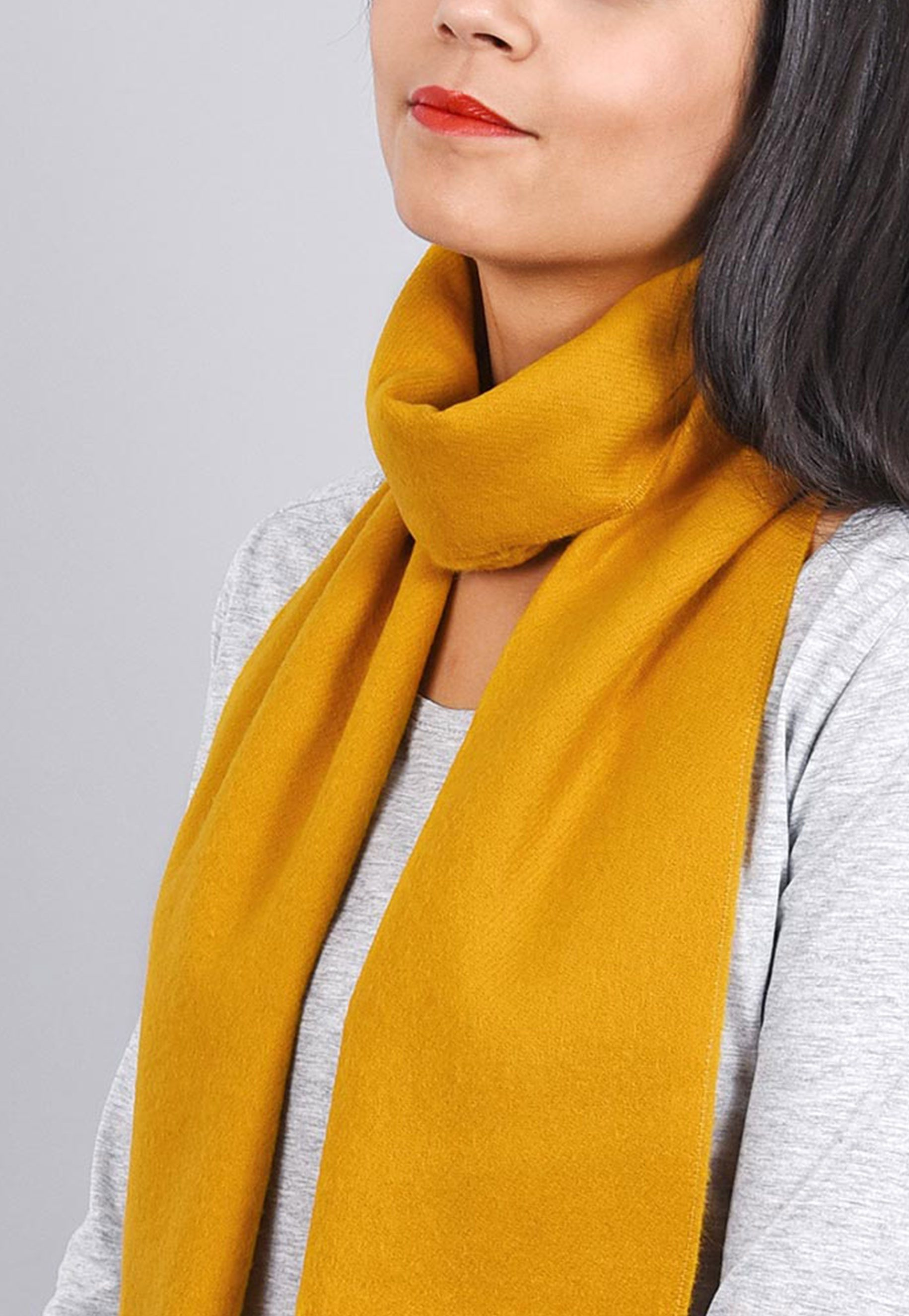 http://lookbook.allee-du-foulard.fr/wp-content/uploads/2018/09/0699-ADF-Accessoires-de-mode-LB-Colorama-automne-Produit-Echarpe_fely-1831x2650.jpg
