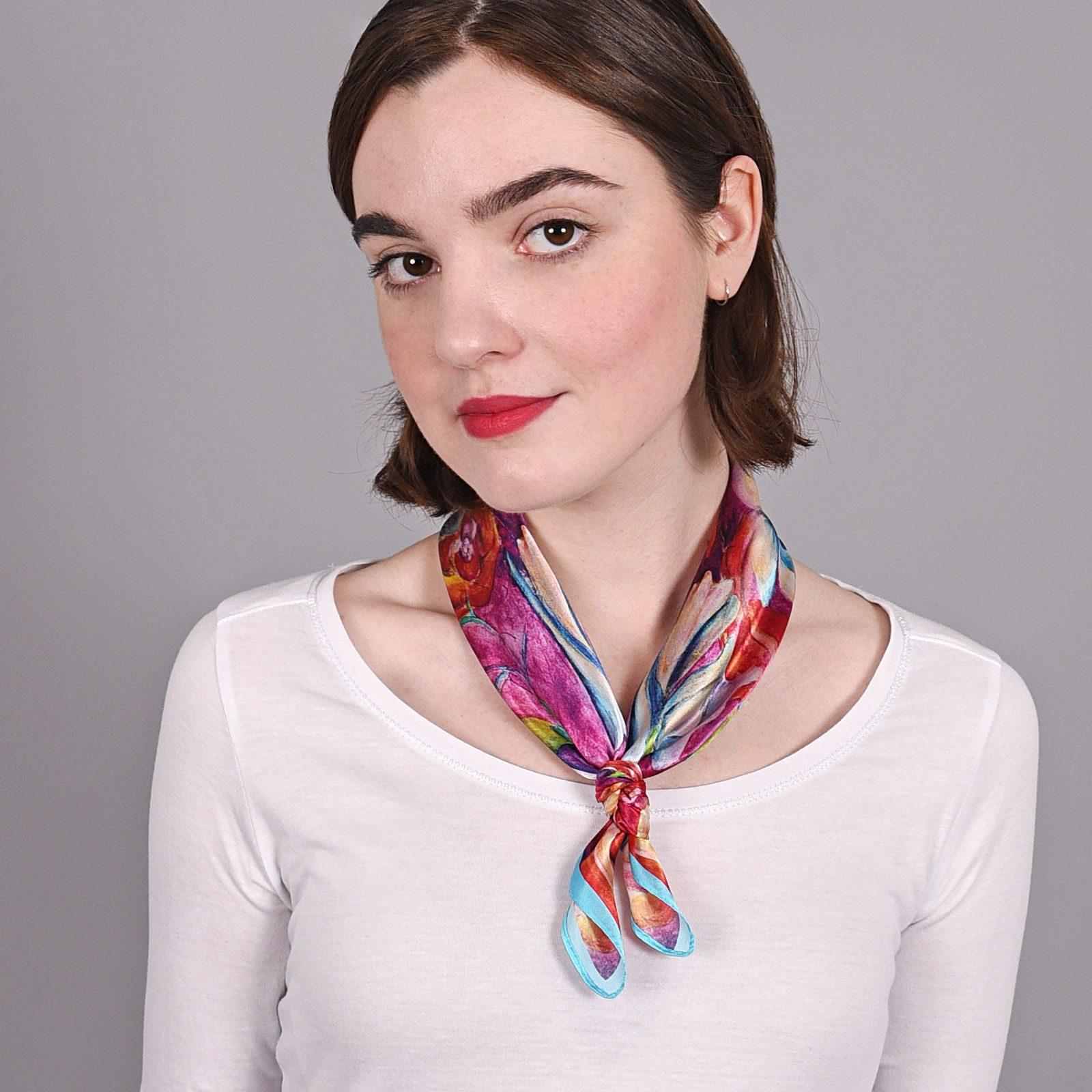 http://lookbook.allee-du-foulard.fr/wp-content/uploads/2018/09/AT-03859-magenta-V16-petit-carre-soie-fleurs-multicolores-artiflor-1600x1600.jpg