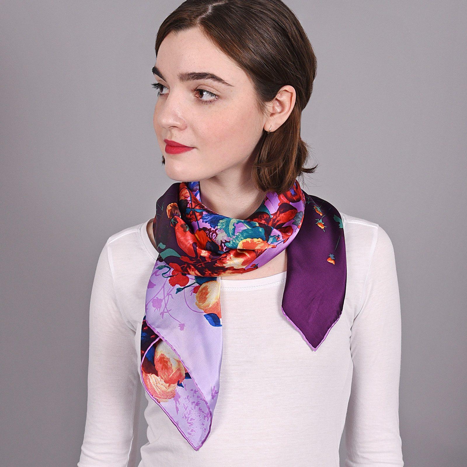 http://lookbook.allee-du-foulard.fr/wp-content/uploads/2018/09/AT-03871-V16-carre-soie-fleurs-violet-mauve-1600x1600.jpg