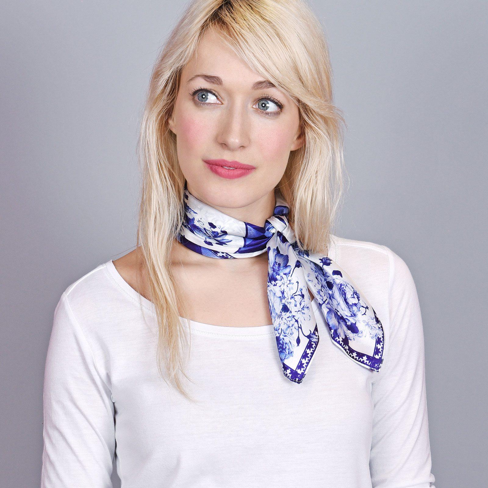 http://lookbook.allee-du-foulard.fr/wp-content/uploads/2018/09/AT-04435-VF16-foulard-carre-soie-roses-indigo-1600x1600.jpg