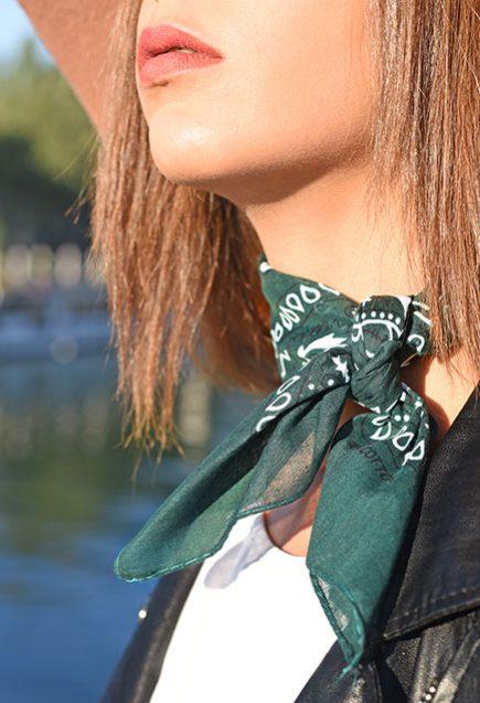 http://lookbook.allee-du-foulard.fr/wp-content/uploads/2018/10/0701-ADF-Accessoires-de-mode-LB-Western-Bandana-Olive-2-435x637.jpg