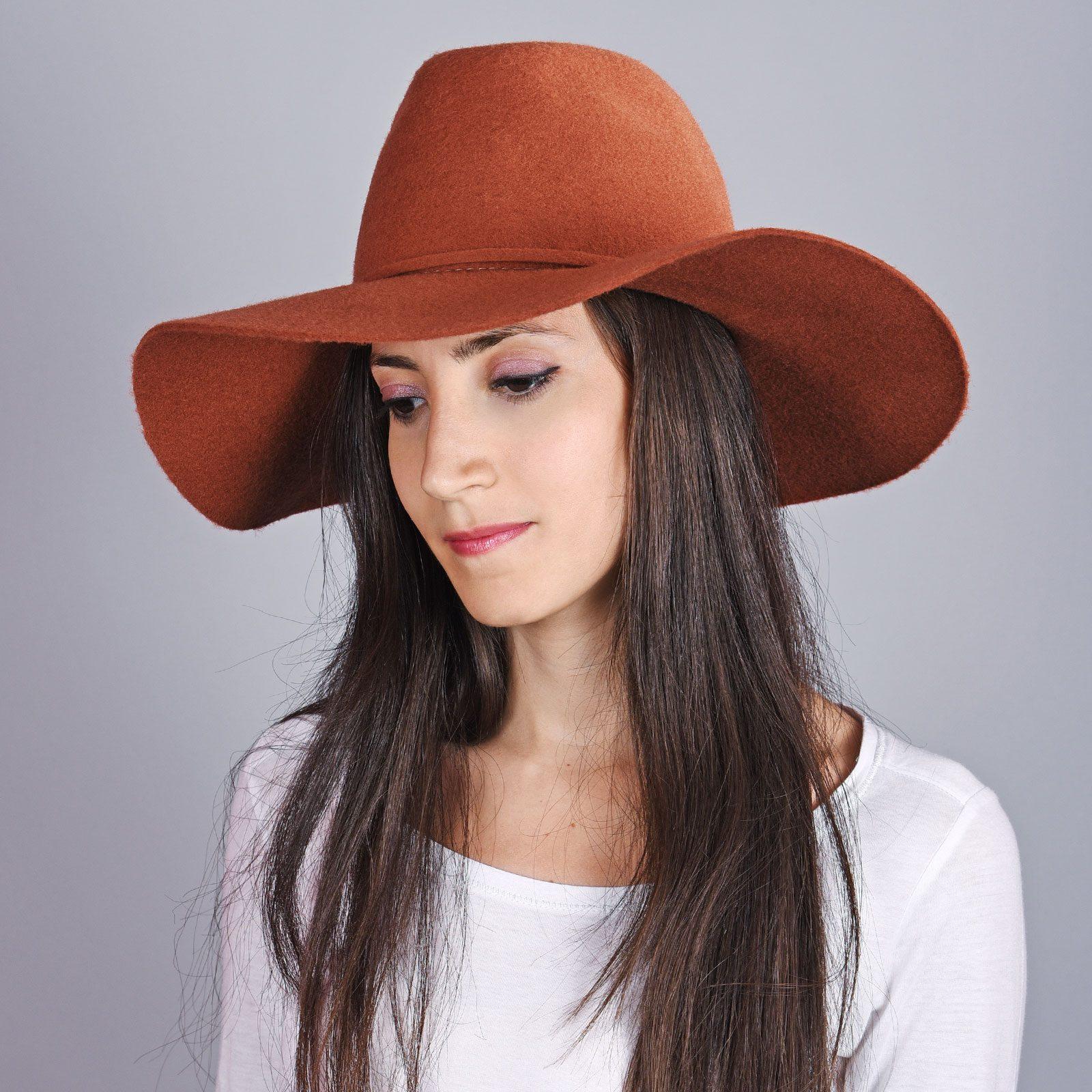 http://lookbook.allee-du-foulard.fr/wp-content/uploads/2018/10/CP-01018-VF16-1-chapeau-femme-feutre-laine-brique-1600x1600.jpg