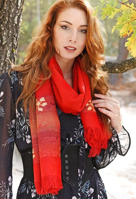 http://lookbook.allee-du-foulard.fr/wp-content/uploads/2018/11/0704-ADF-Accessoires-de-mode-LB-fleursdautomne-Echarpe_Sigean-1-434x637.jpg