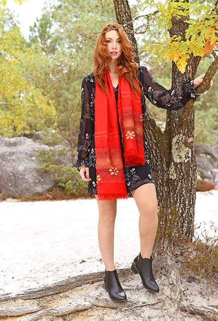 http://lookbook.allee-du-foulard.fr/wp-content/uploads/2018/11/0704-ADF-Accessoires-de-mode-LB-fleursdautomne-Echarpe_Sigean-2-434x637.jpg