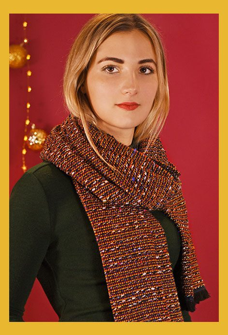 http://lookbook.allee-du-foulard.fr/wp-content/uploads/2018/11/0707-ADF-Accessoires-de-mode-LB-Conseil-Cadeau-F-Elegante-Chale_arena-472x692.jpg