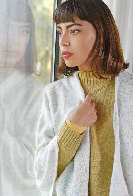 http://lookbook.allee-du-foulard.fr/wp-content/uploads/2018/11/0707-ADF-Accessoires-de-mode-LB-Conseil-Cadeau-F-Frileuse-maquette-Poncho_cassiope-433x637.jpg
