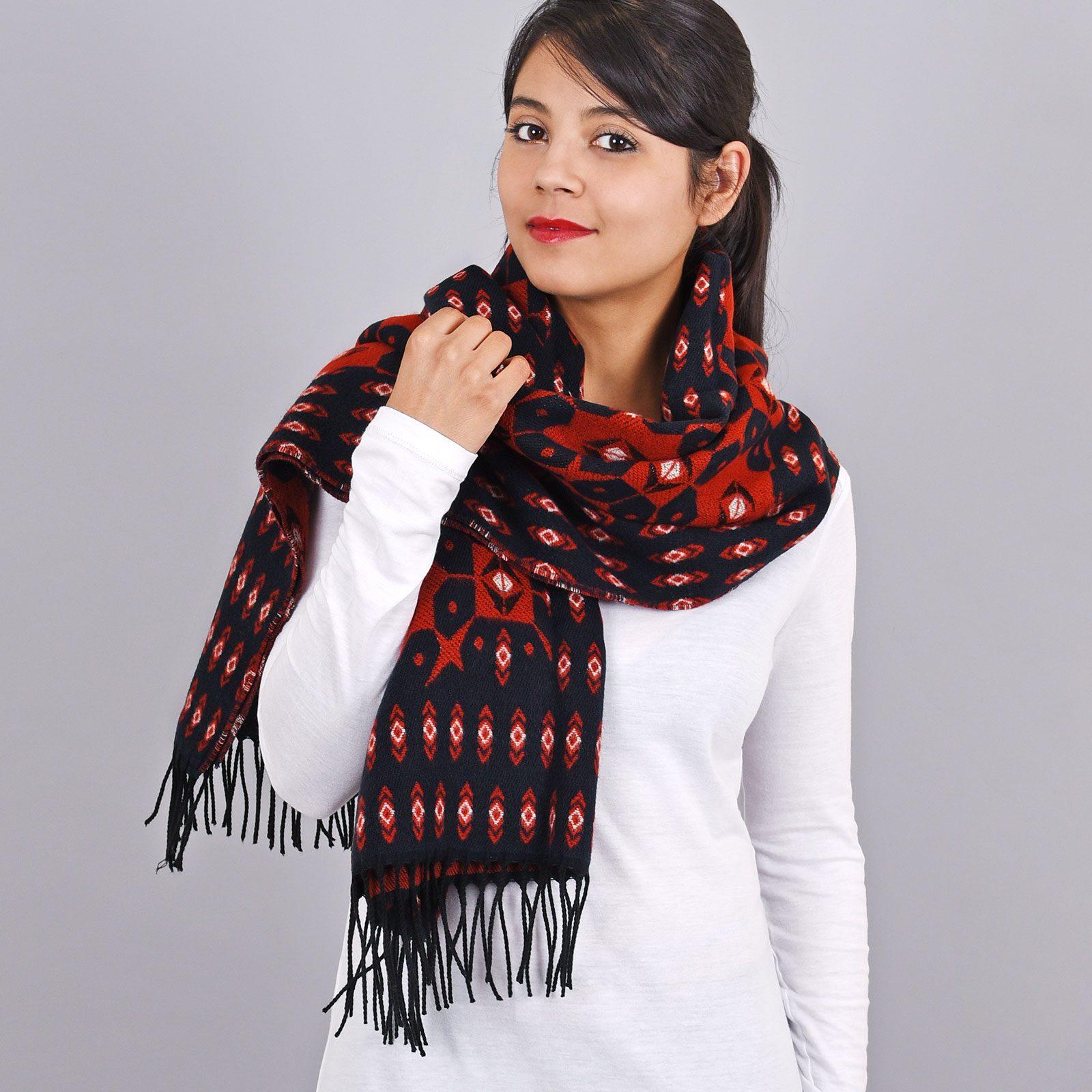 http://lookbook.allee-du-foulard.fr/wp-content/uploads/2018/11/AT-03461-VF16-1-chale-femme-motifs-geometriques-marine-rouge-1600x1600.jpg