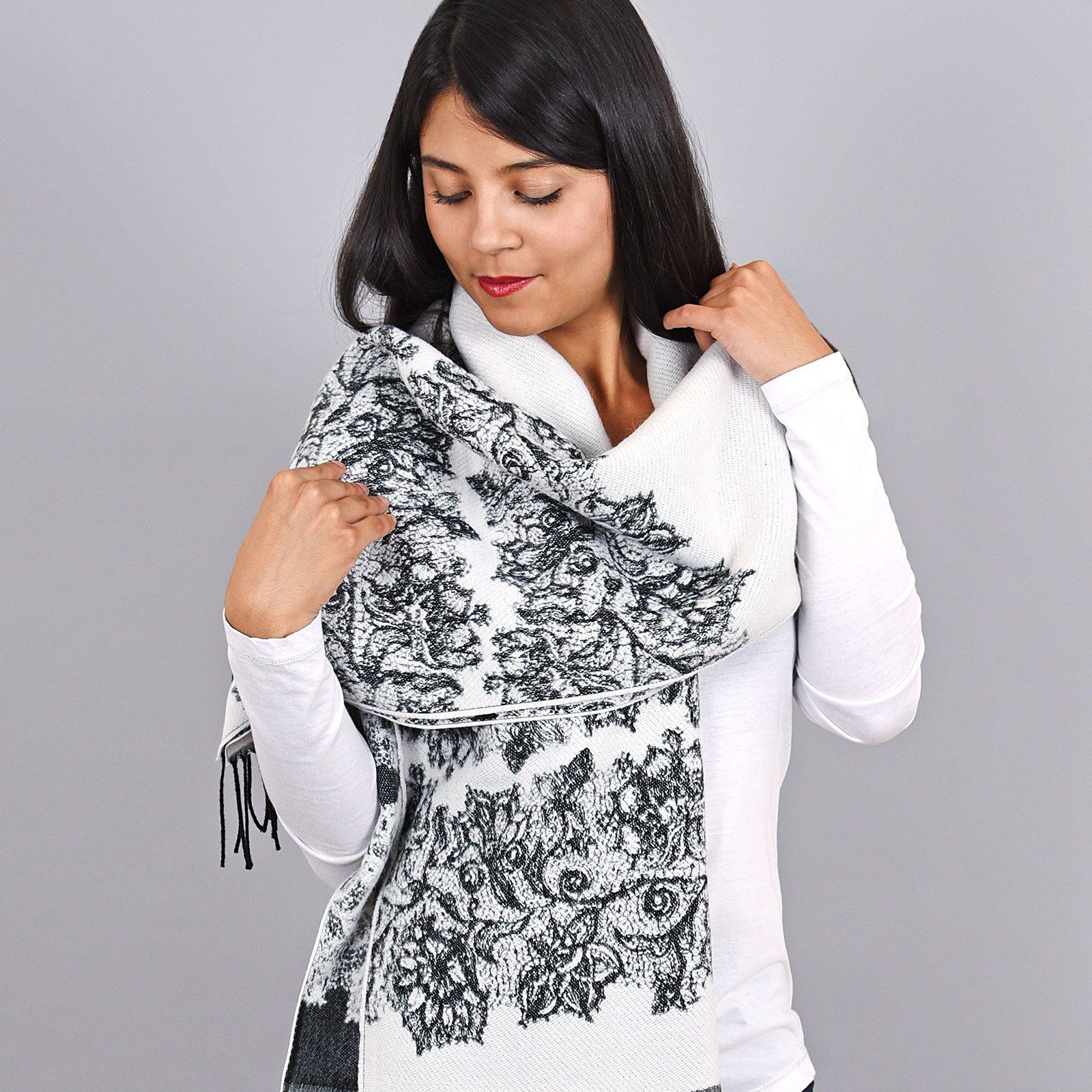 http://lookbook.allee-du-foulard.fr/wp-content/uploads/2018/11/AT-03954-VF16-1-chale-blanc-fleurs-1600x1600.jpg