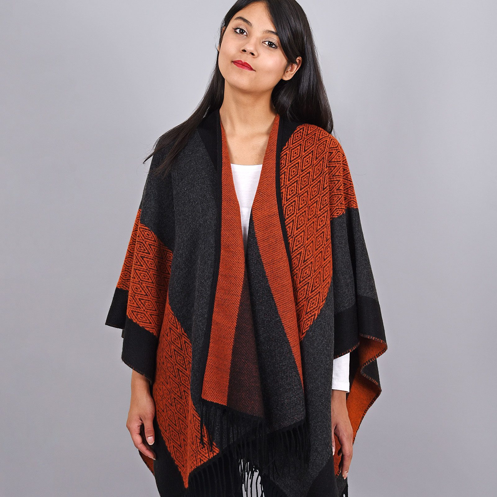 http://lookbook.allee-du-foulard.fr/wp-content/uploads/2018/11/AT-03964-VF16-poncho-femme-rouge-noir-1600x1600.jpg