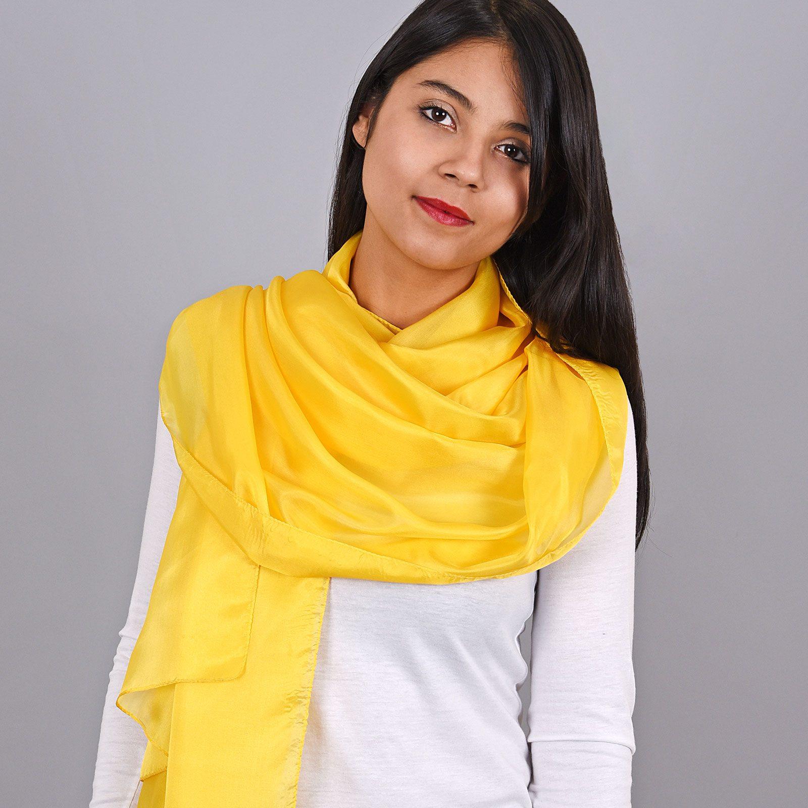 http://lookbook.allee-du-foulard.fr/wp-content/uploads/2018/11/AT-03973-VF16-1-etole-soie-femme-jaune-1600x1600.jpg