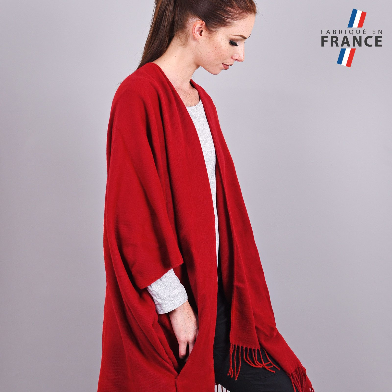 http://lookbook.allee-du-foulard.fr/wp-content/uploads/2018/11/AT-03990-VF16-2-LB_FR-poncho-poches-fabrication-francaise-1600x1600.jpg