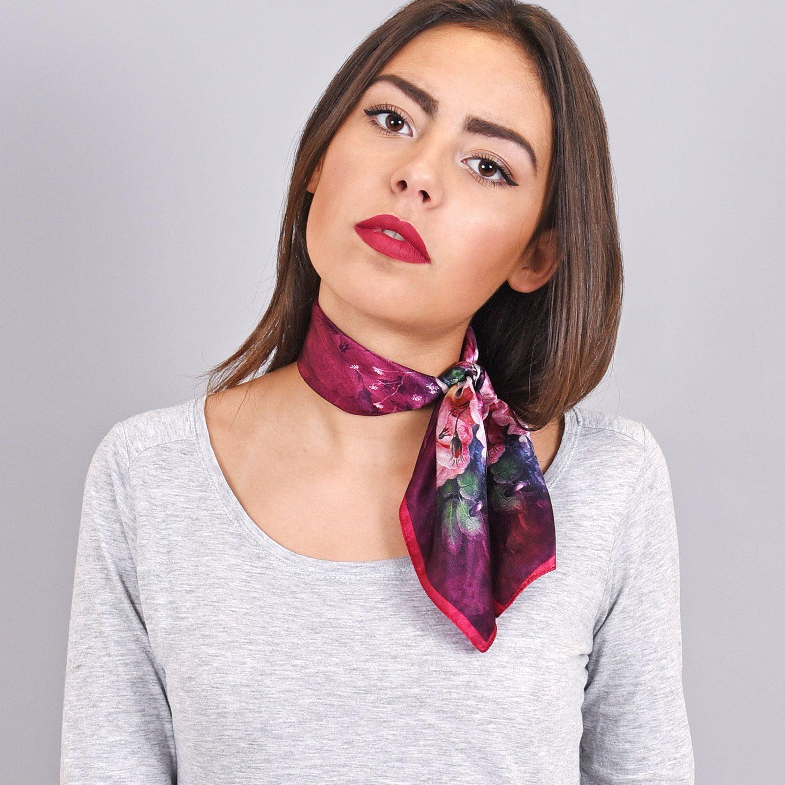 http://lookbook.allee-du-foulard.fr/wp-content/uploads/2018/11/AT-04082-VF16-carre-de-soie-femme-floral-1600x1600.jpg