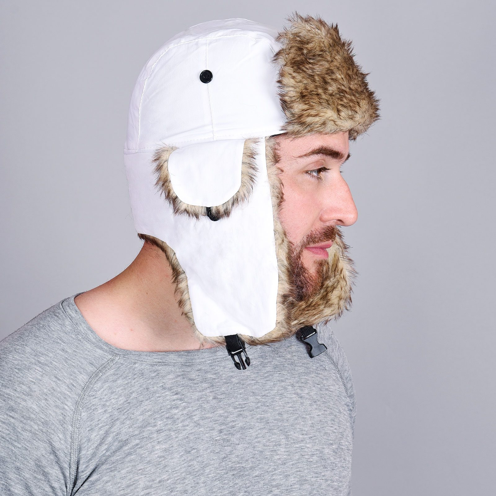 http://lookbook.allee-du-foulard.fr/wp-content/uploads/2018/11/CP-00136-VH16-1-chapka-homme-blanc-1600x1600.jpg