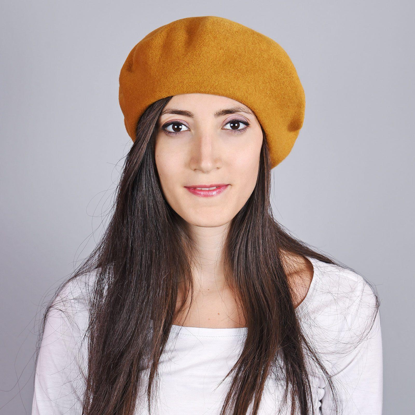 http://lookbook.allee-du-foulard.fr/wp-content/uploads/2018/11/CP-00989-VF16-1-beret-femme-moutarde-1600x1600.jpg