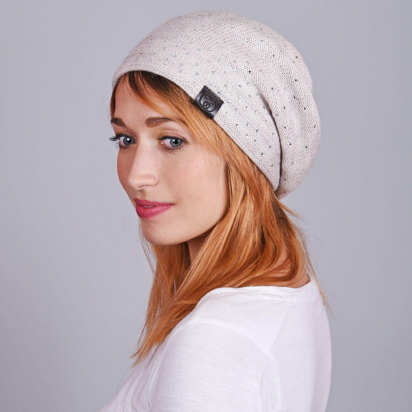 http://lookbook.allee-du-foulard.fr/wp-content/uploads/2018/11/CP-01064-VF16-1-bonnet-femme-inserts-brillants-blanc-1600x1600.jpg
