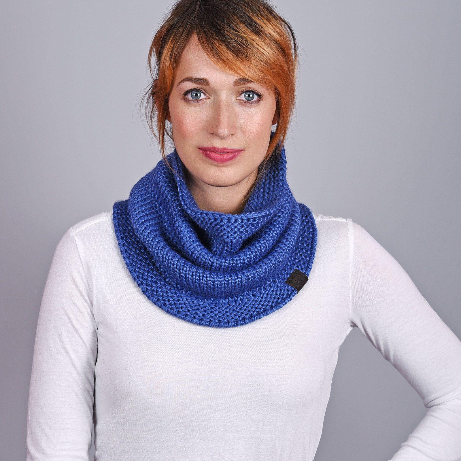 http://lookbook.allee-du-foulard.fr/wp-content/uploads/2018/12/AT-04570-VF16-1-echarpe-snood-bleue-1600x1600.jpg