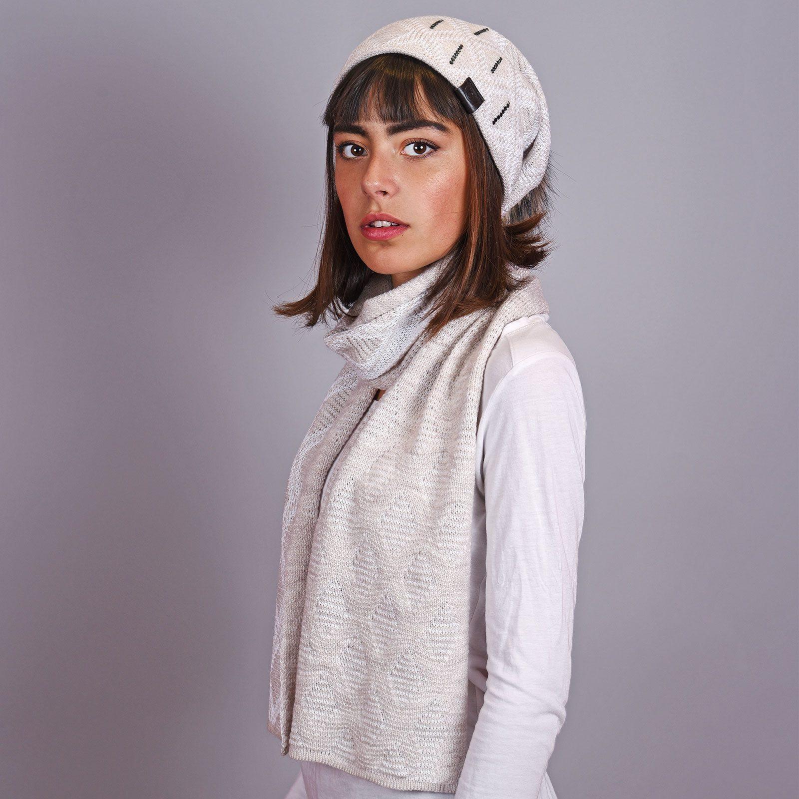 http://lookbook.allee-du-foulard.fr/wp-content/uploads/2018/12/AT-04587-VF16-echarpe-et-bonnet-femme-beige-1600x1600.jpg