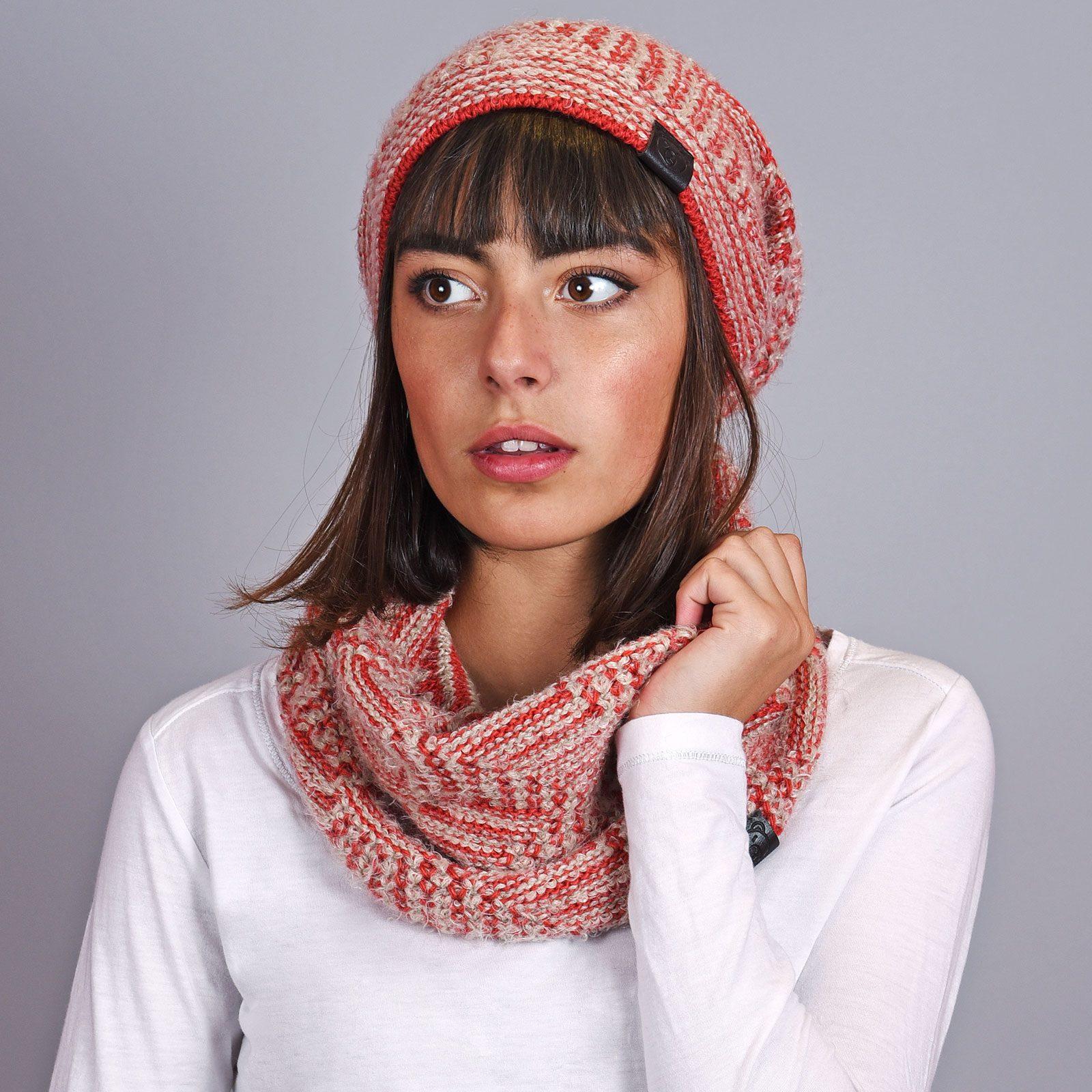 http://lookbook.allee-du-foulard.fr/wp-content/uploads/2018/12/AT-04591-VF16-snood-et-bonnet-rouge-creme-1600x1600.jpg