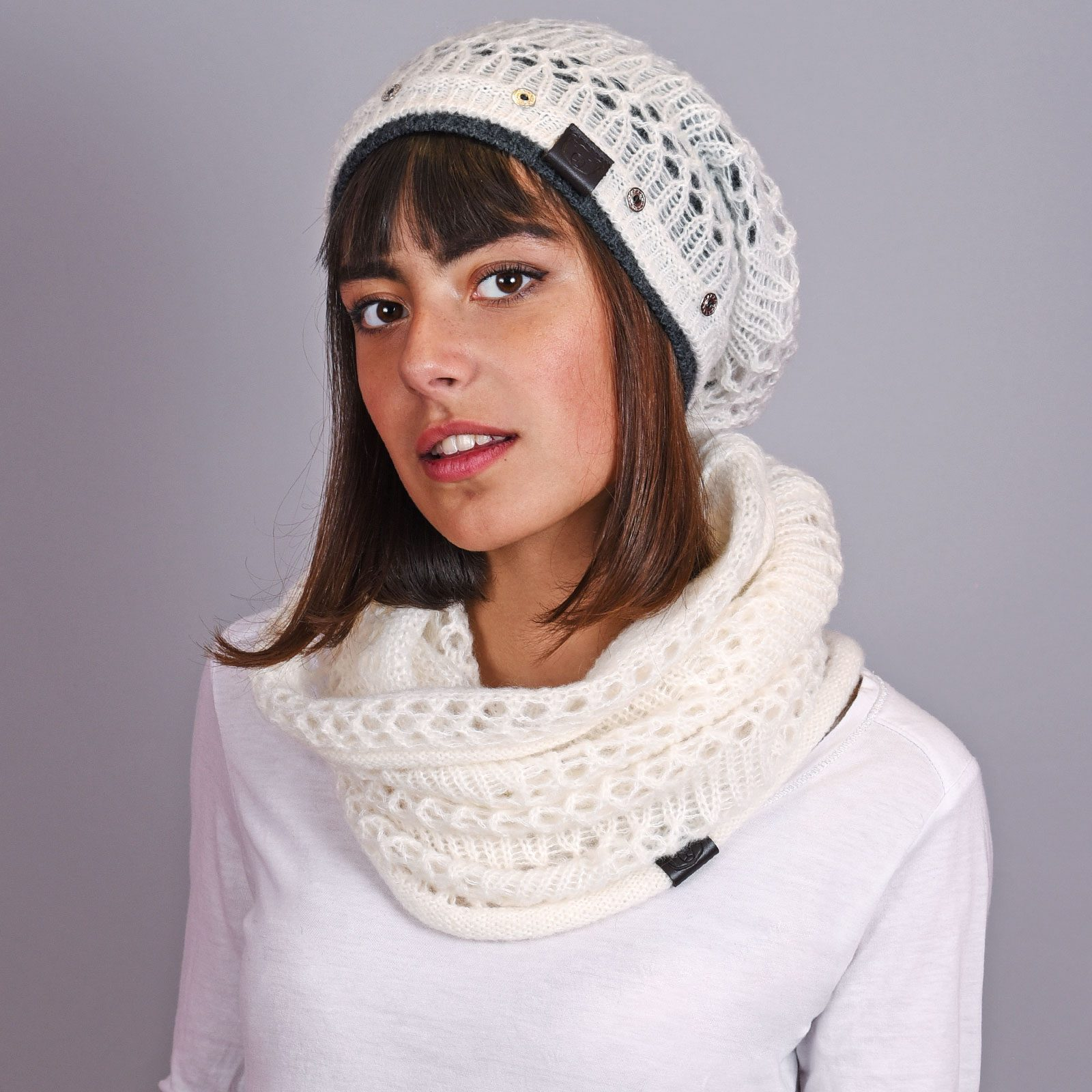 http://lookbook.allee-du-foulard.fr/wp-content/uploads/2018/12/AT-04593-VF16-ensemble-snood-bonnet-long-blanc-1600x1600.jpg