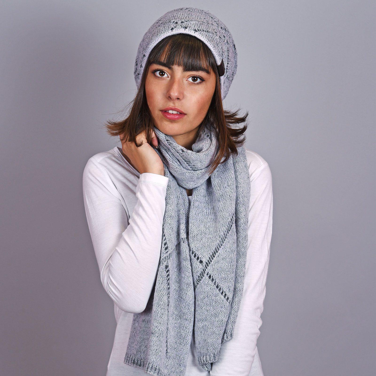 http://lookbook.allee-du-foulard.fr/wp-content/uploads/2018/12/AT-04597-VF16-bonnet-et-echarpe-gris-acier-1600x1600.jpg
