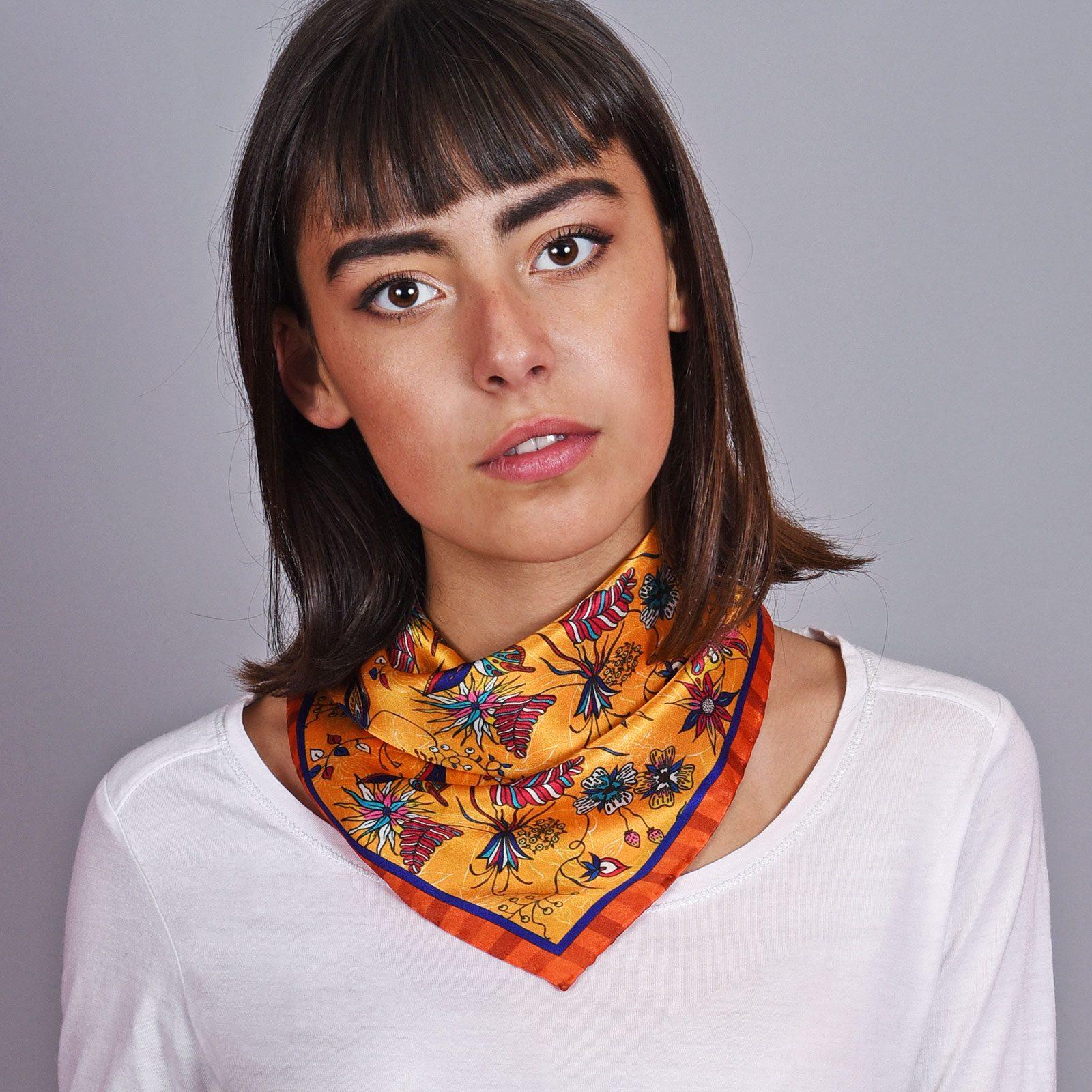 http://lookbook.allee-du-foulard.fr/wp-content/uploads/2018/12/AT-04603-VF16-1-carre-soie-femme-jaune-orange-made-in-italie-1600x1600.jpg