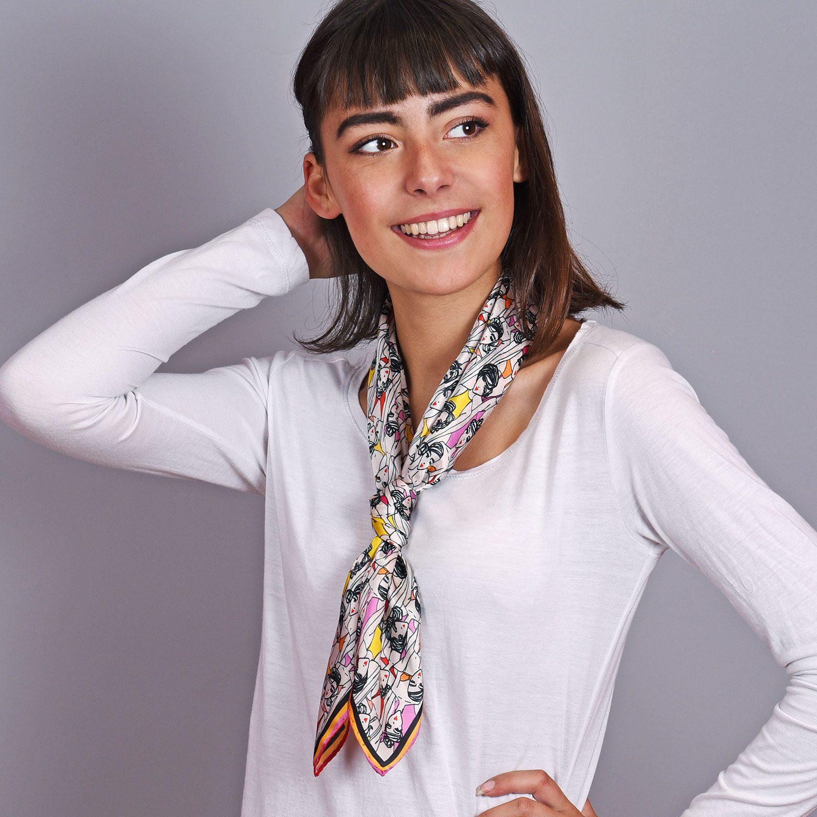 http://lookbook.allee-du-foulard.fr/wp-content/uploads/2018/12/AT-04606-VF16-2-carre-soie-femme-rouge-1600x1600.jpg