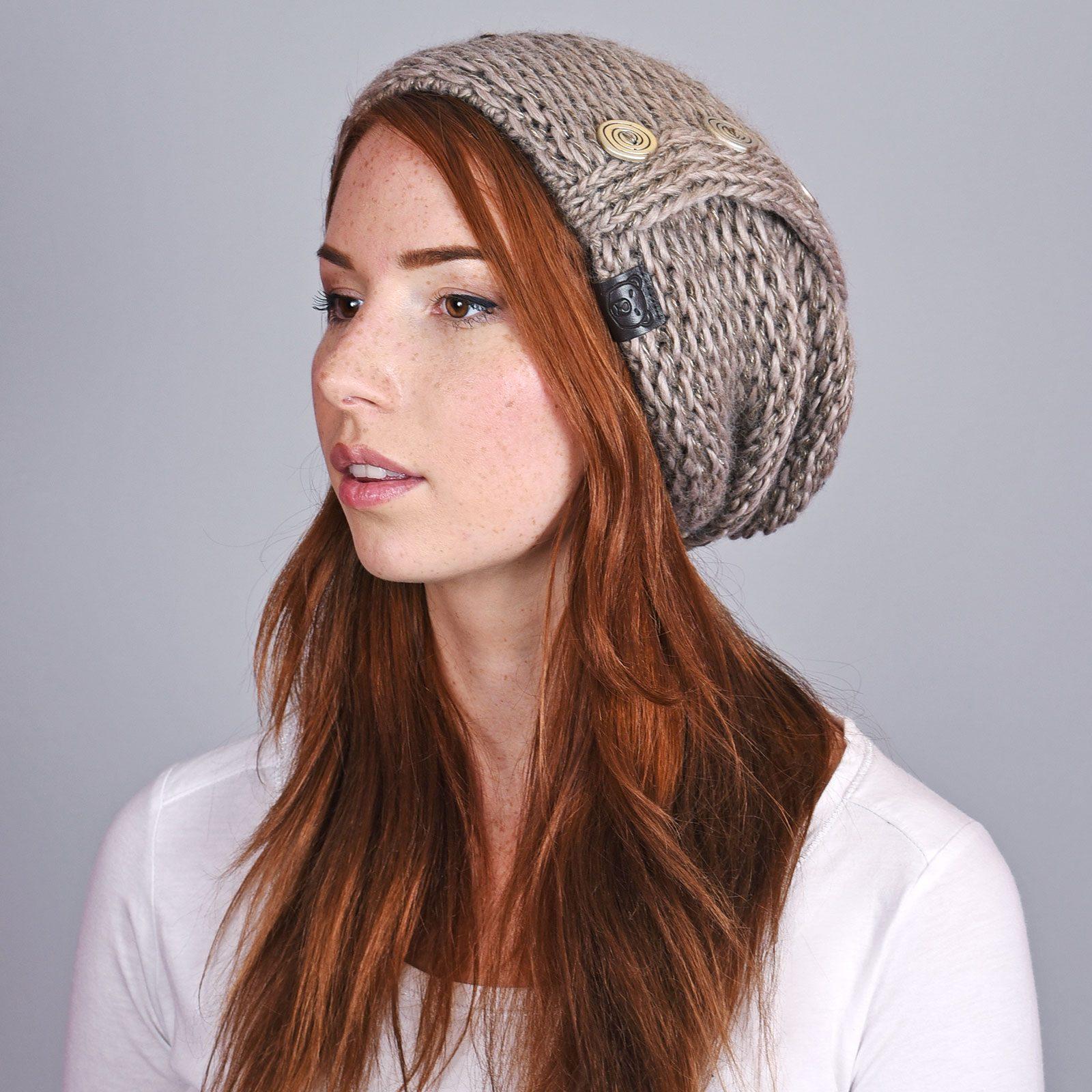 http://lookbook.allee-du-foulard.fr/wp-content/uploads/2018/12/CP-01067-VF16-1-bonnet-femme-long-taupe-1600x1600.jpg