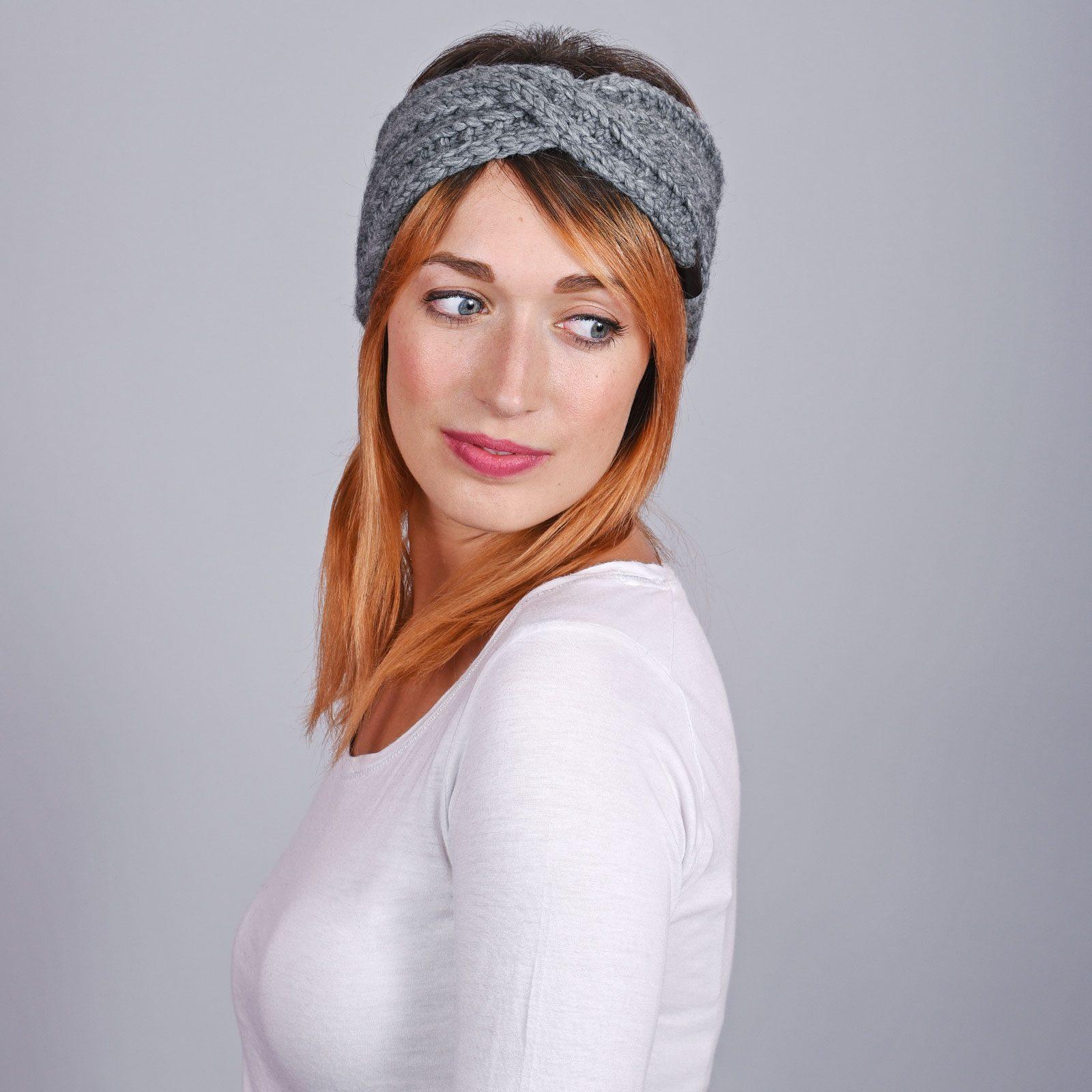 http://lookbook.allee-du-foulard.fr/wp-content/uploads/2018/12/CP-01076-VF16-2-bandeau-femme-gris-ardoise-tendance-1600x1600.jpg