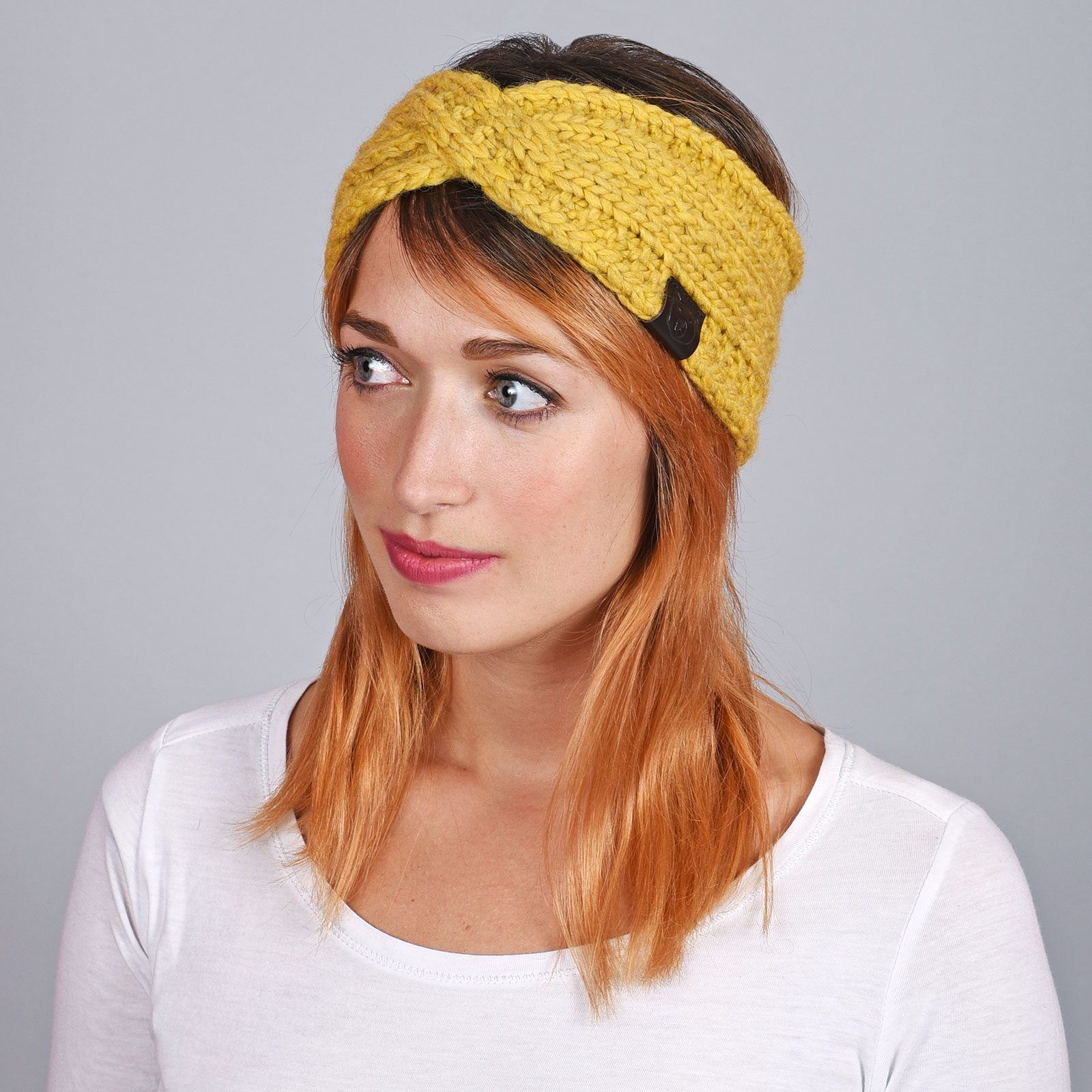 http://lookbook.allee-du-foulard.fr/wp-content/uploads/2018/12/CP-01077-VF16-1-bandeau-femme-jaune-moutarde-tendance-1600x1600.jpg