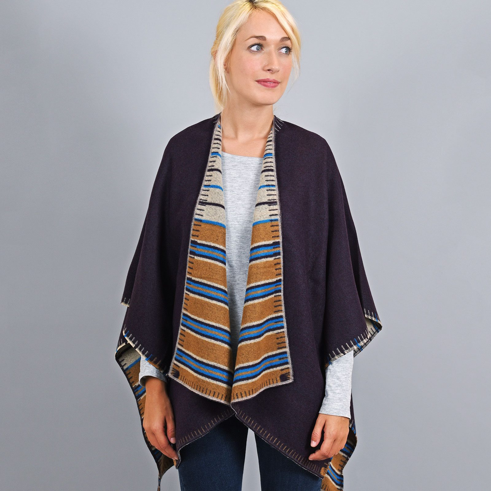 http://lookbook.allee-du-foulard.fr/wp-content/uploads/2019/01/AT-03193-VF16-2-poncho-femme-reversible-taupe-fabrication-france-1600x1600.jpg