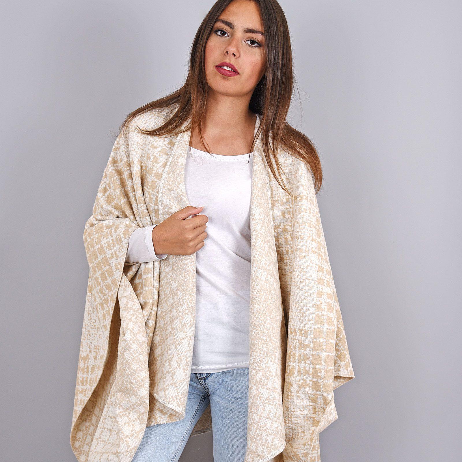 http://lookbook.allee-du-foulard.fr/wp-content/uploads/2019/01/AT-03968-VF16-poncho-hiver-beige-mouchetis-1600x1600.jpg